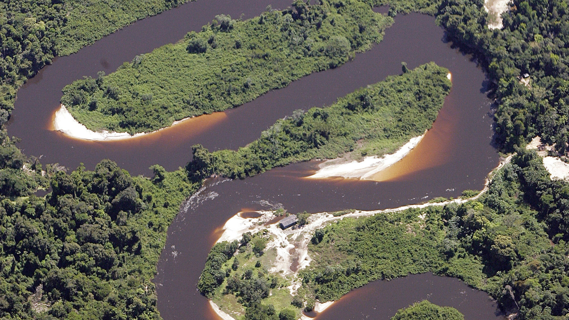File photo - Virgin Amazon jungle is seen in this aerial photo taken over Mato Grosso State, one of the Brazilian states of greatest deforestation, May 18, 2005 (REUTERS/Rickey Rogers).