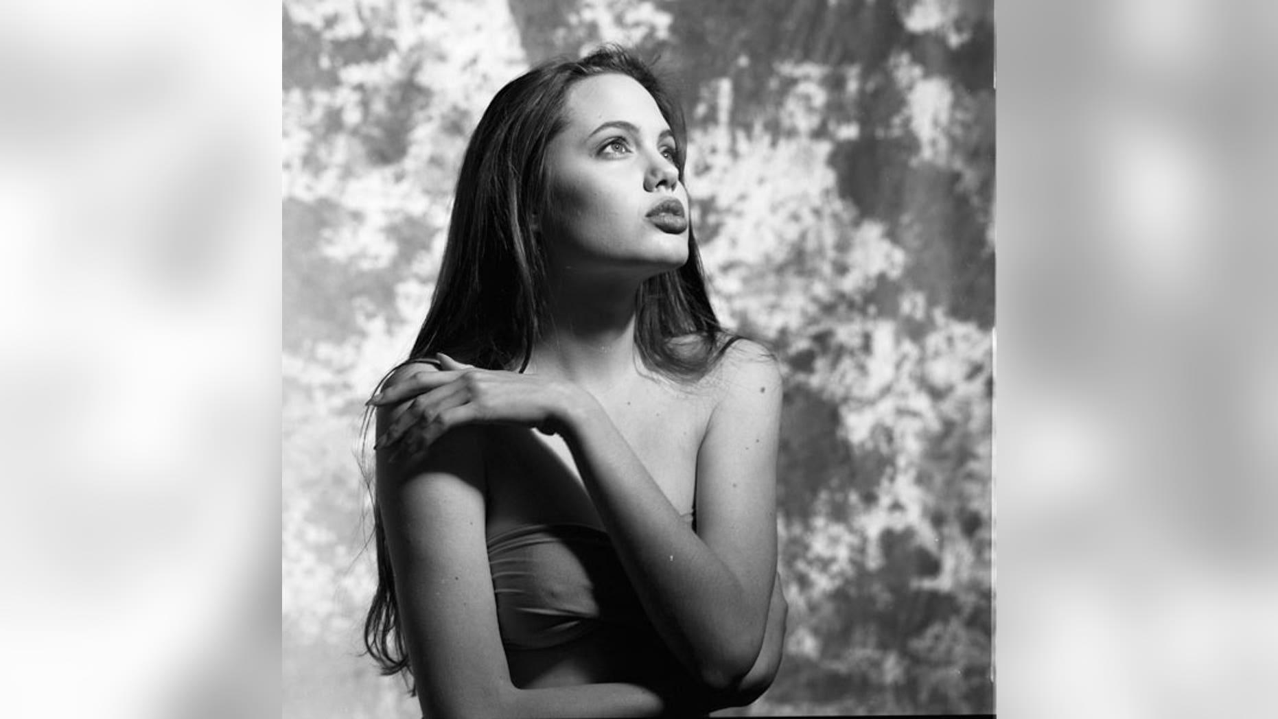 Angelina Jolie Teenage Modeling Photos Surface; Star Poses