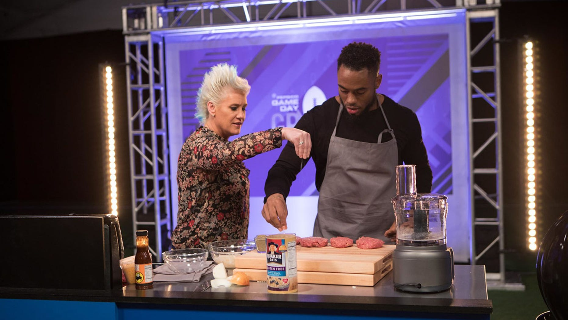 Anne Burrell shares her four tips to making your Super Bowl party fun and flavorful.