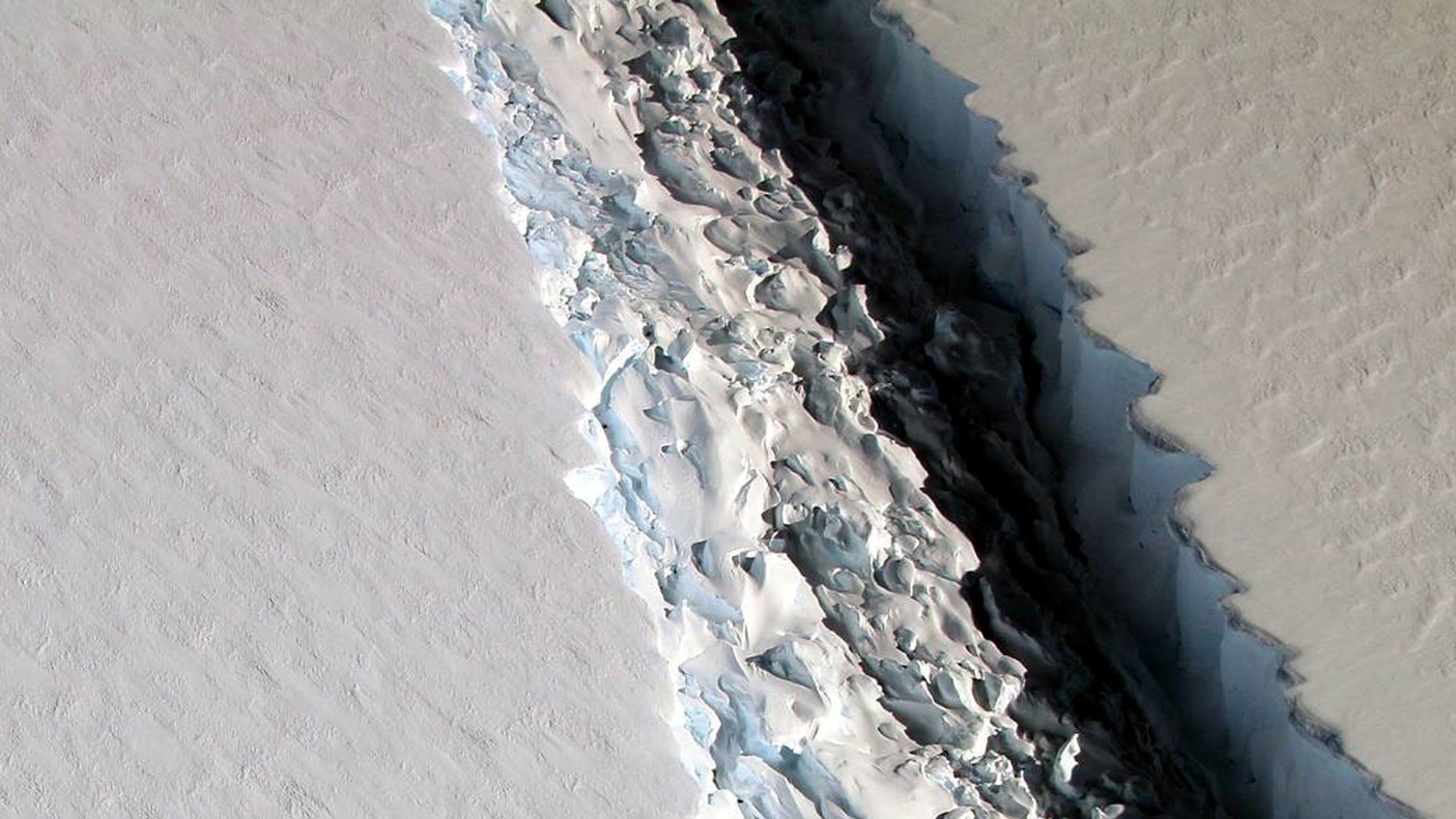 File photo: An oblique view of a massive rift in the Antarctic Peninsula's Larsen C ice shelf is shown in this November 10, 2016 photo taken by scientists on NASA's IceBridge mission in Antarctica. (Courtesy John Sonntag/NASA/Handout via REUTERS)