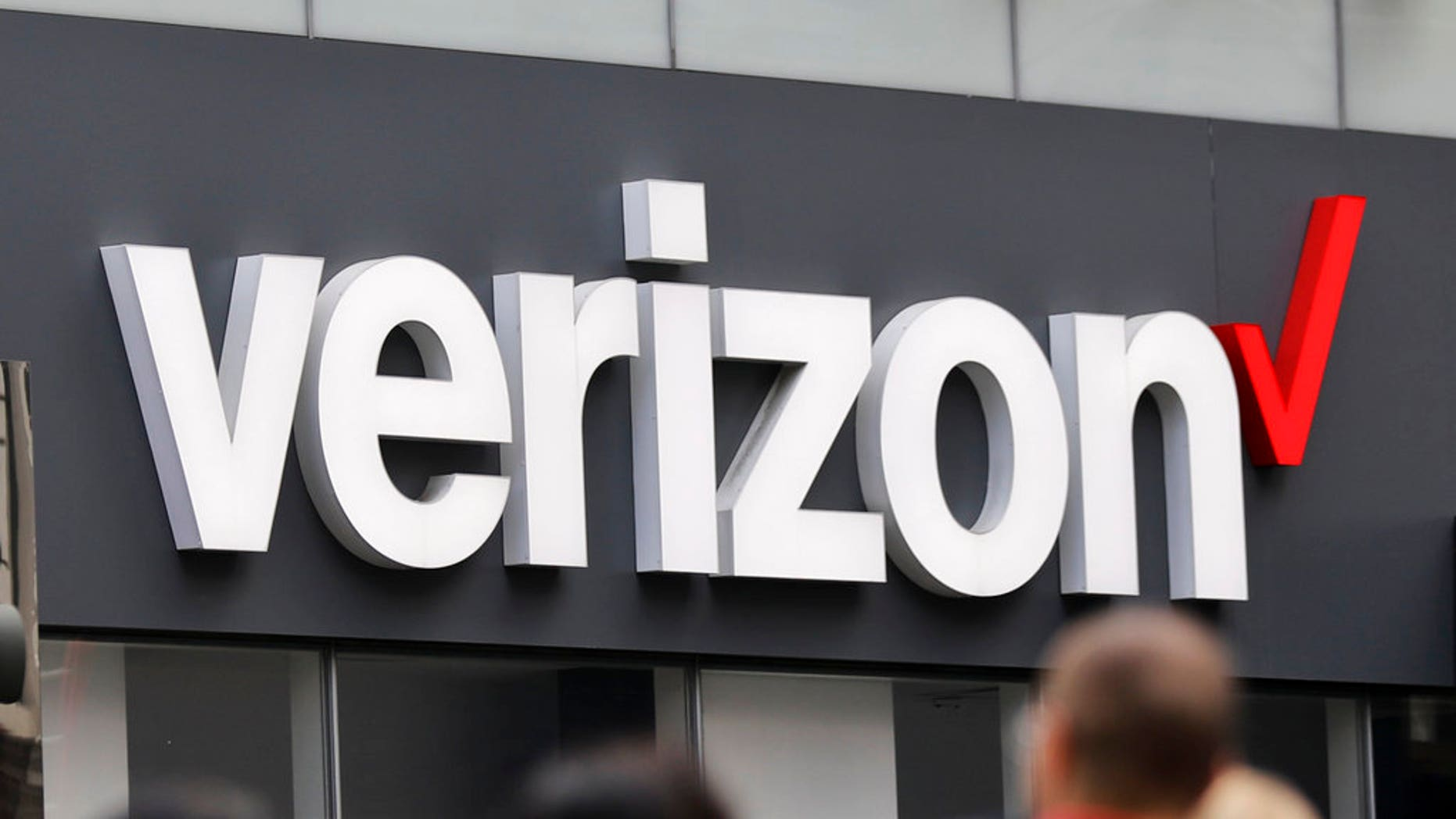 Verizon making spam, robocalling features free for all