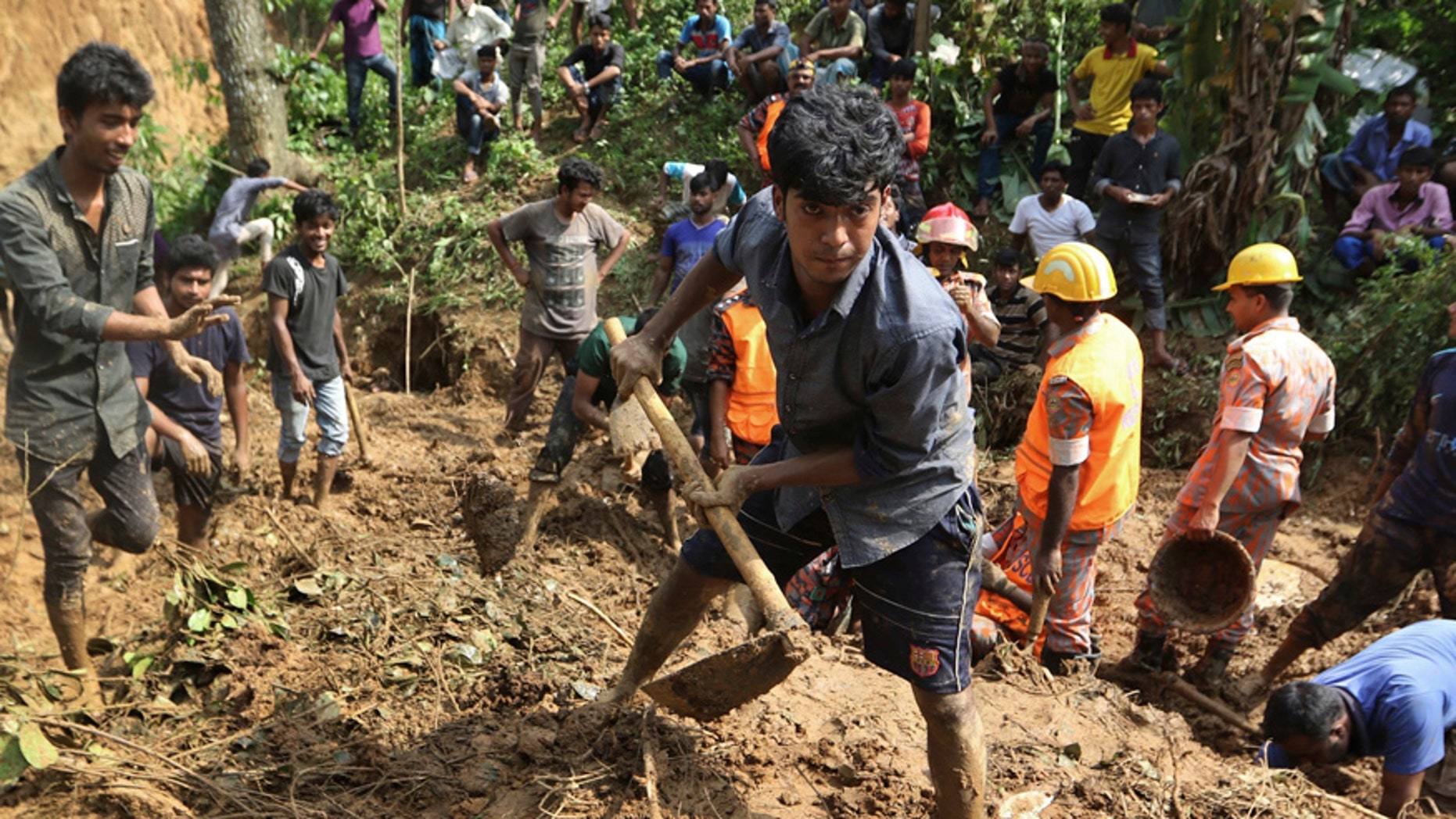 Rescuers search for survivors and bodies after Tuesday's massive landslide in Rangamati district, Bangladesh, Wednesday, June 14, 2017. Rescuers struggled on Wednesday to reach villages hit by massive landslides that have killed more than a hundred while also burying roads and cutting power in southeastern Bangladesh, officials said. (AP Photo)