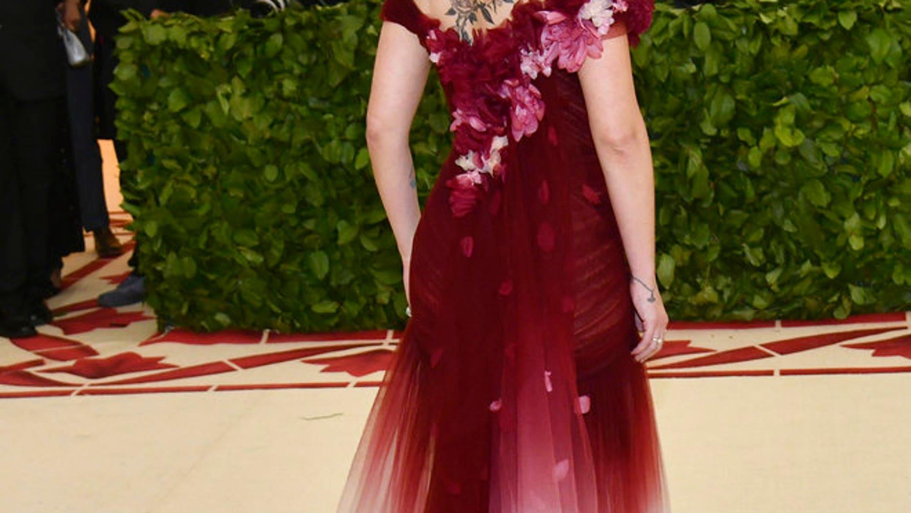 Scarlett Johansson attended to Met Gala wearing Marchesa.