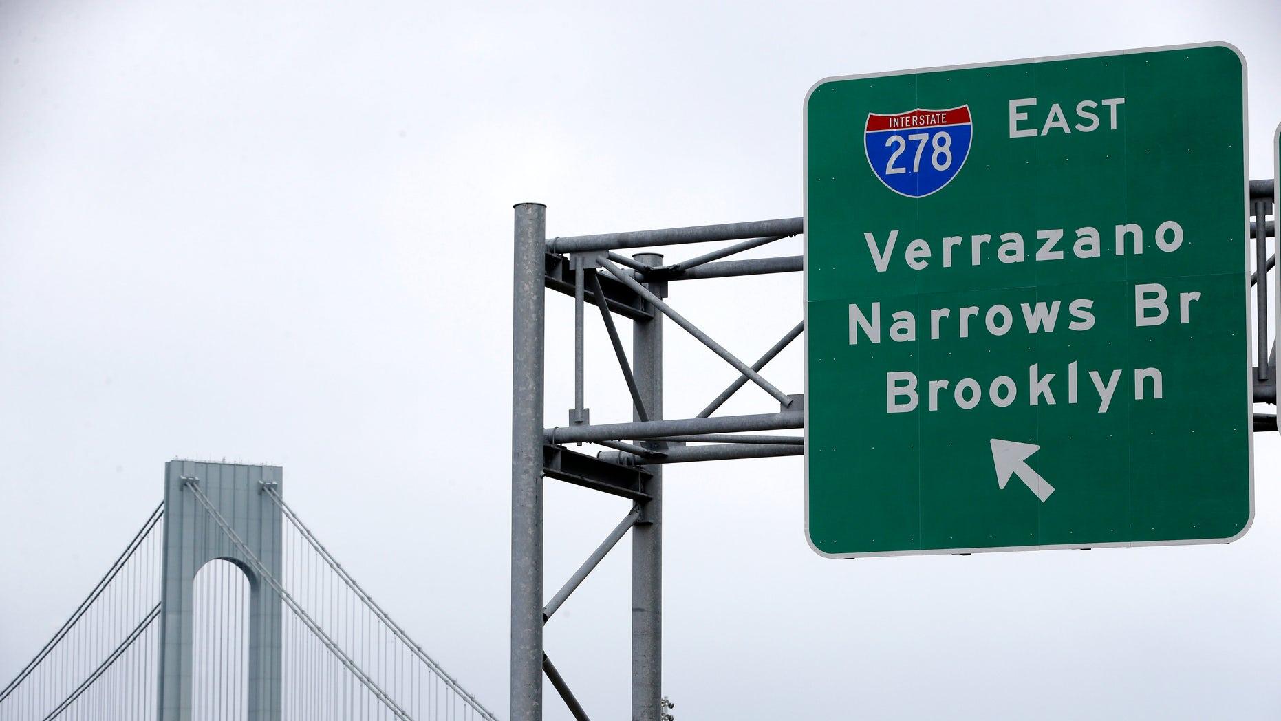 A road sign indicating an entrance to the Verrazano-Narrows Bridge.