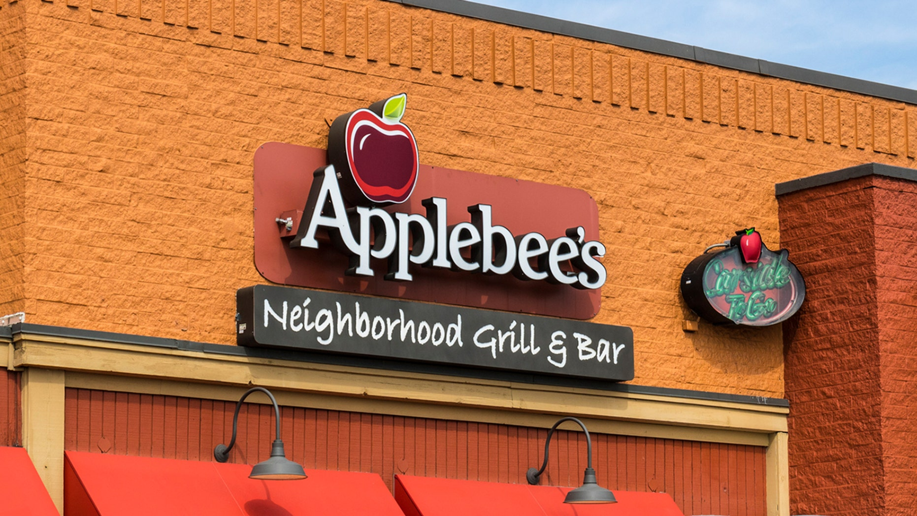 A couple who frequent a Pa. Applebee's have been picking up other people's tabs for years