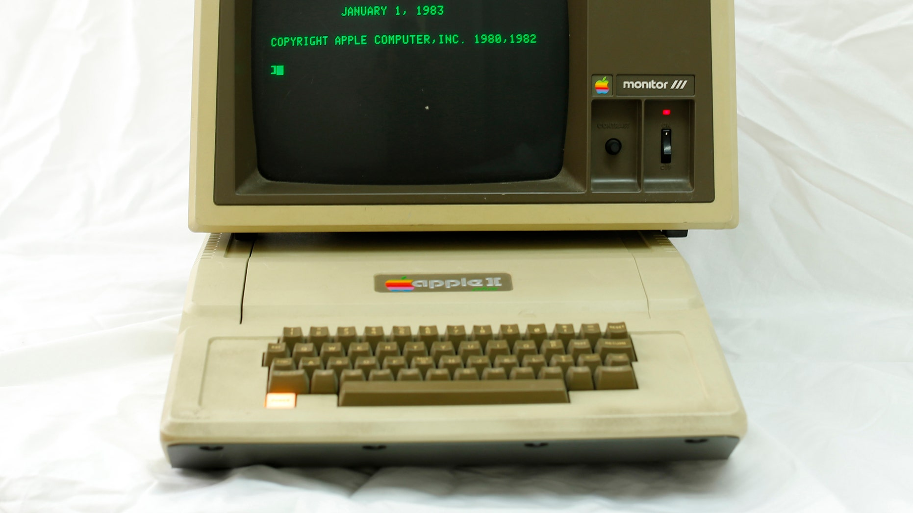 File photo - An Apple II computer is seen at B&R Computer Service shop in San Diego, California Jan. 22, 2014. (REUTERS/Mike Blake)