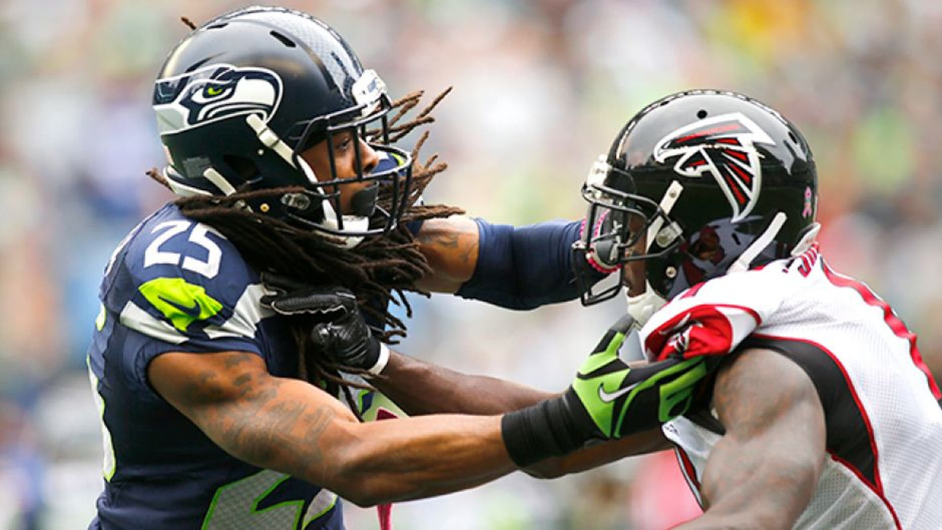 SEATTLE, WA - OCTOBER 16: Cornerback Richard Sherman #25 of the Seattle Seahawks defends against Wide receiver Julio Jones #11 of the Atlanta Falcons at CenturyLink Field on October 16, 2016 in Seattle, Washington. (Photo by Jonathan Ferrey/Getty Images)