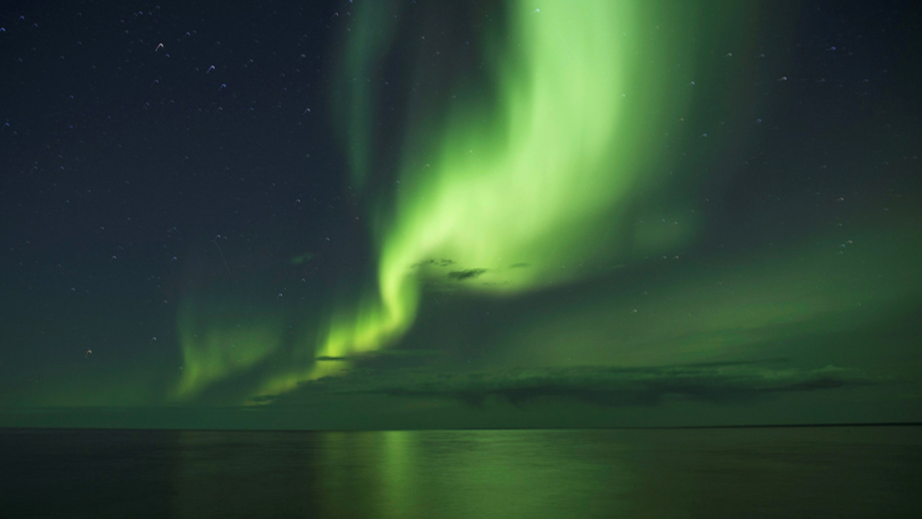 File photo-The aurora borealis appears over Great Bear Lake, the world's 8th largest lake in Deline, Northwest Territories, Canada September 5, 2016. (REUTERS/Pat Kane)