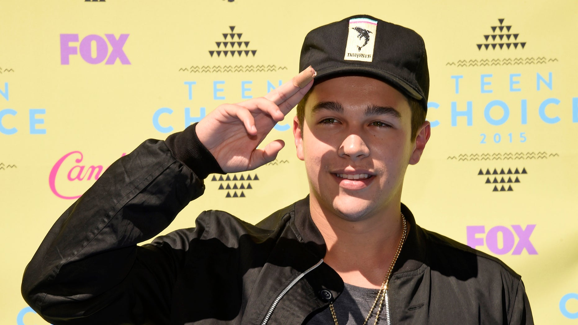 Austin Mahone arrives at the Teen Choice Awards at the Galen Center on Sunday, Aug. 16, 2015, in Los Angeles. (Photo by Chris Pizzello/Invision/AP)