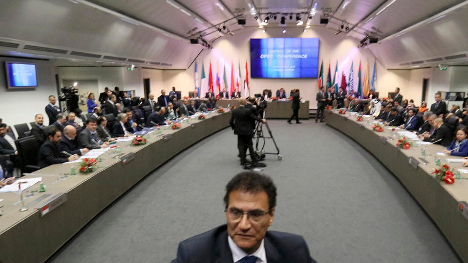 General view of a meeting of oil ministers of the Organization of the Petroleum Exporting countries, OPEC, at their headquarters in Vienna, Austria, Wednesday, Nov. 30, 2016. (AP Photo/Ronald Zak)