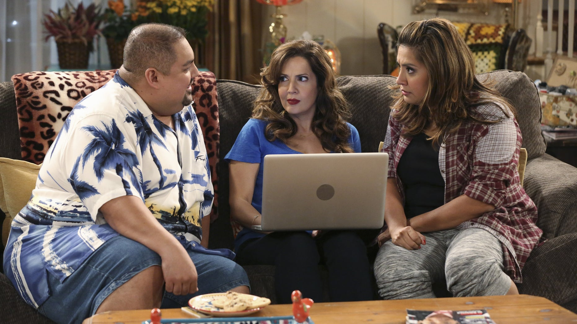 """CRISTELA - """"Soul Mates"""" - Daniela signs up a reluctant Cristela for an online dating site but when her ad starts getting attention, Cristela agrees to go out on a blind date with one of her suitors. Her date ends up being someone Cristela least expects. Will Cristela stray from her """"life plan"""" to give love a chance? Find out on """"Cristela,"""" FRIDAY, OCTOBER 17 (8:31-9:00 p.m., ET), on the ABC Television Network. (Photo by Adam Taylor/ABC via Getty Images)"""
