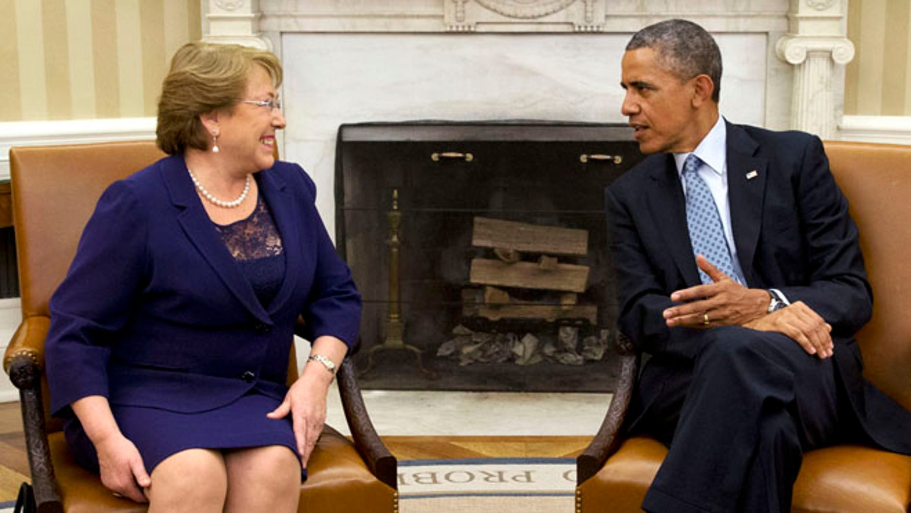 President Barack Obama meets with Chile's President Michelle Bachelet, Monday, June 30, 2014, in the Oval Office of the White House in Washington. (AP Photo/Jacquelyn Martin)