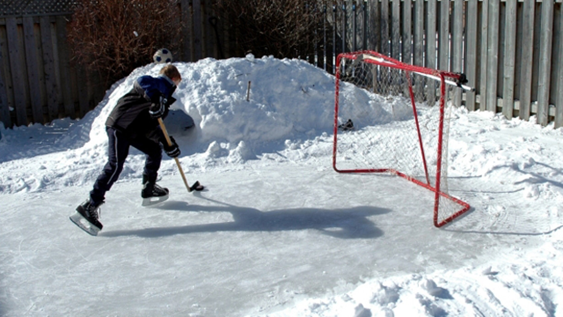 Family weekend: how to make a skating rink in the yard