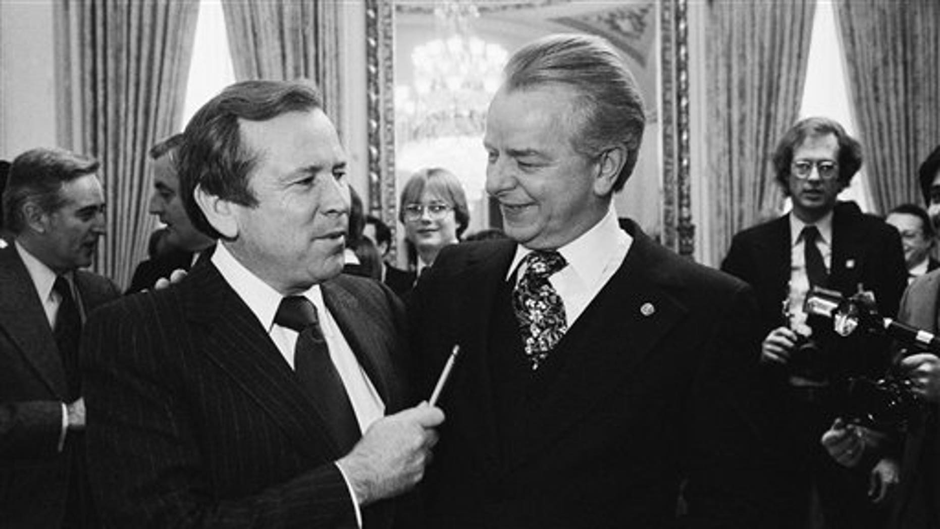 FILE - This Dec. 4, 1980 file photo shows Senate Majority Leader Robert Byrd of W.Va., right, talking to the man who will replace him, Sen. Howard Baker, R-Tenn., on Capitol Hill in Washington. Baker, who asked what President Richard Nixon knew about Watergate, has died. He was 88. (AP Photo/Chick Harrity, File)