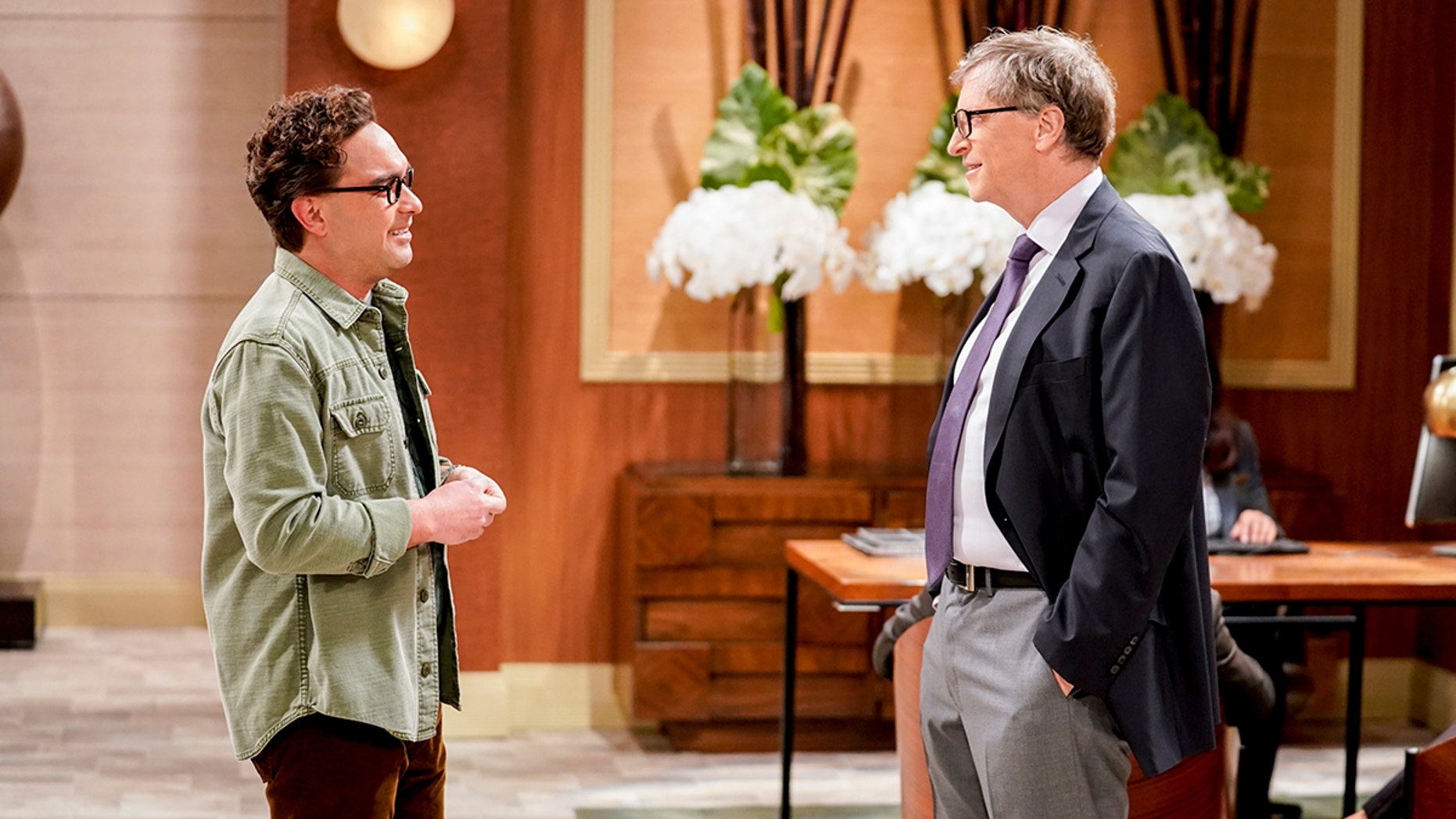 The Gates Excitation  Pictured: Leonard Hofstadter (Johnny Galecki) and Bill Gates (Himself). Penny gets the opportunity to host Bill Gates at work when his company wants to partner with her pharmaceutical company.  Also, Leonard, Koothrappali, and Wolowitz do everything in their power to meet him, while Sheldon thinks he is the victim of an April Fools prank, on THE BIG BANG THEORY, Thursday, March 29 (8:00-8:31 PM, ET/PT), on the CBS Television Network. Photo: Erik Voake/CBS 2018 CBS Broadcasting, Inc. All Rights Reserved.