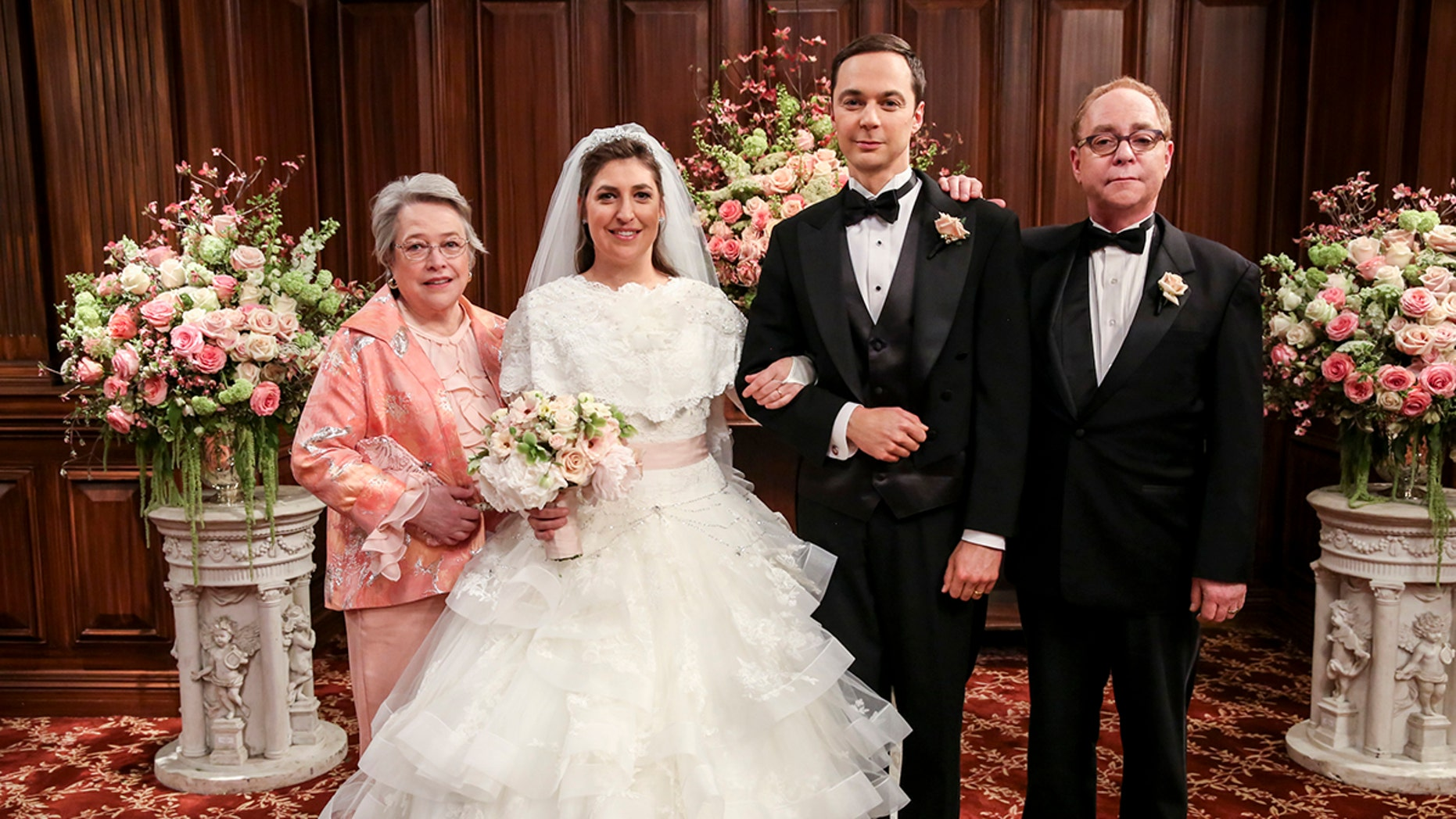 """""""The Bow Tie Asymmetry"""" - Pictured Behind the Scenes: Mrs. Fowler (Kathy Bates), Amy Farrah Fowler (Mayim Bialik), Sheldon Cooper (Jim Parsons) and Mr. Fowler (Teller). When Amy's parents and Sheldon's family arrive for the wedding, everybody is focused on making sure all goes according to plan -- everyone except the bride and groom, on the 11th season finale of THE BIG BANG THEORY, Thursday, May 10 (8:00-8:31 PM, ET/PT) on the CBS Television Network. Photo: Michael Yarish/CBS ©2018 CBS Broadcasting, Inc. All Rights Reserved."""