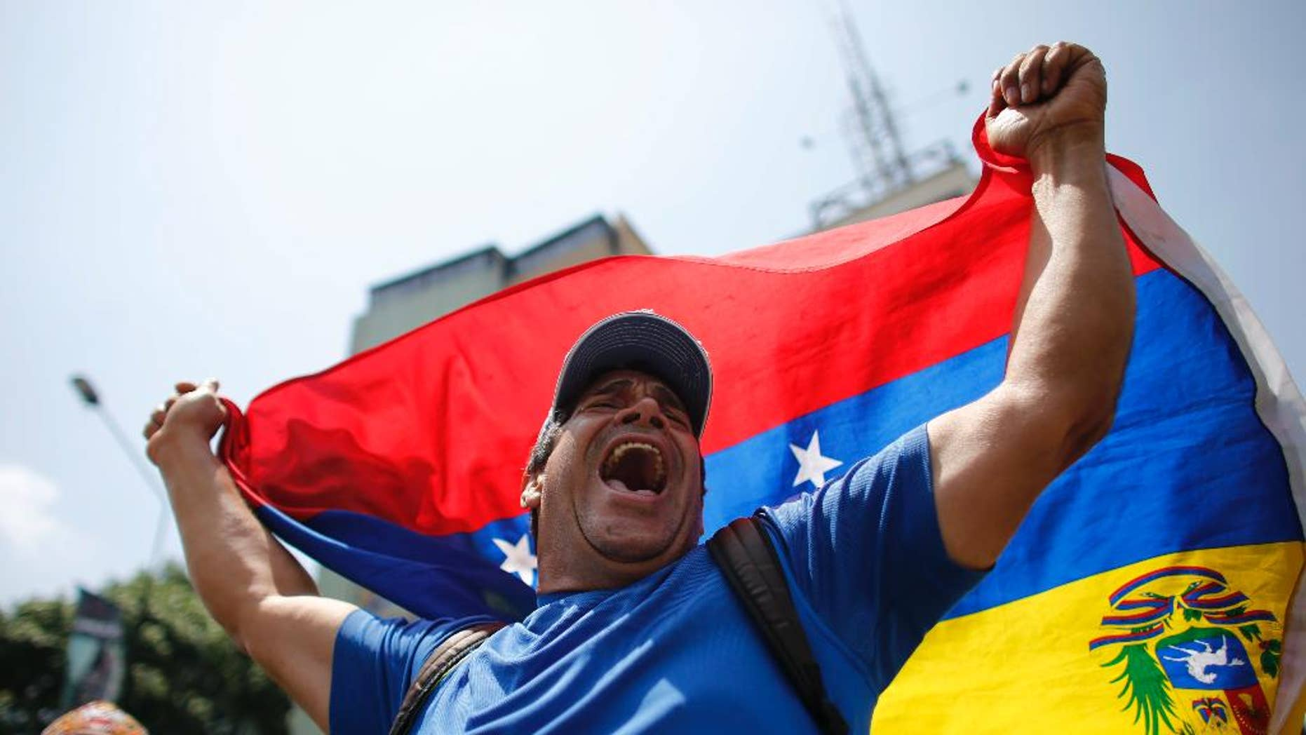 A man shouts anti-government slogans during a protest in Caracas, Venezuela, Thursday, April 20, 2017. Venezuela's opposition is calling for another day of protests against President Maduro after mass demonstrations Wednesday resulted in two deaths. (AP Photo/Ariana Cubillos)