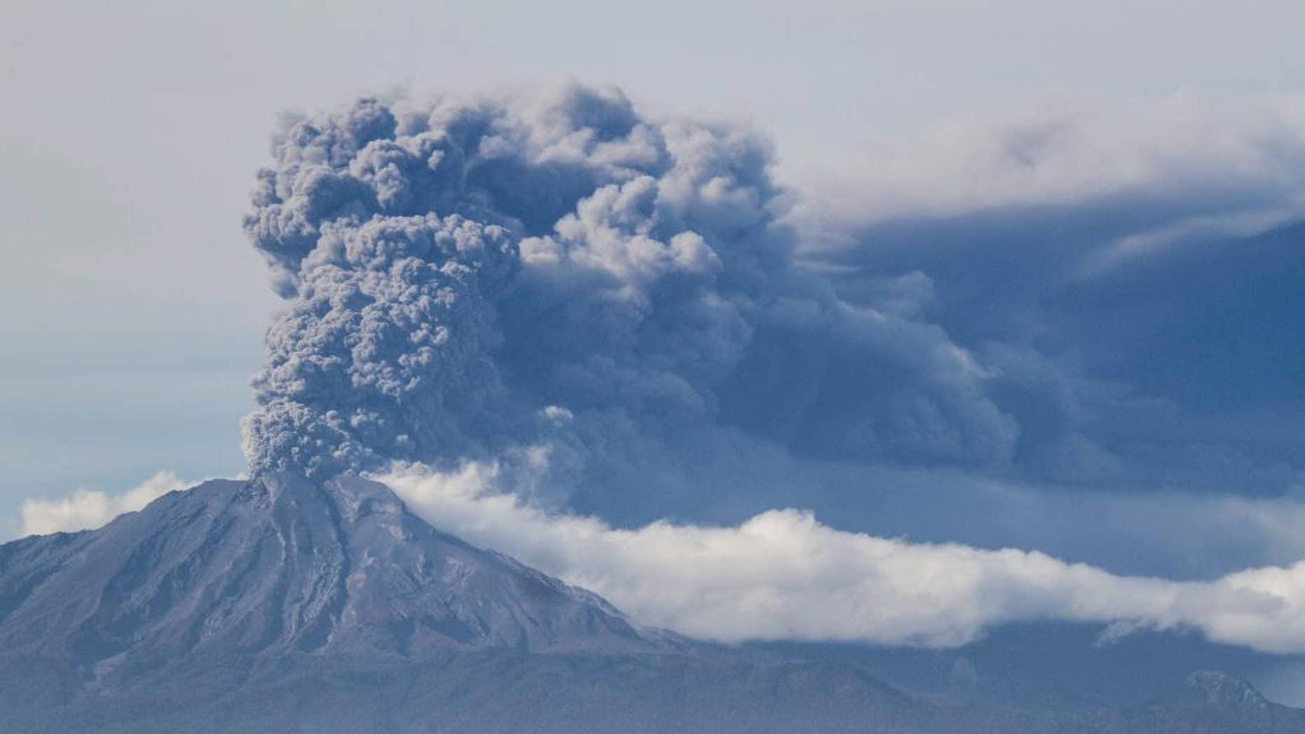 A thick plume pours from the Calbuco volcano, near Puerto Varas, Chile, Thursday, April 30, 2015.  The olcano erupted again on Thursday, sending dark burst of ash and hot rock billowing into the air and prompting Chilean officials to order new evacuation of nearby residents. The eruptions at the Calbuco are the first in more than four decades. About 4,500 people have been evacuated since the Calbuco roared back to life on April 22, sending ash about 11 miles (18 kilometers) into the sky. (AP Photo/David Cortes Serey/ Agencia Uno) CHILE OUT - NO USAR EN CHILE