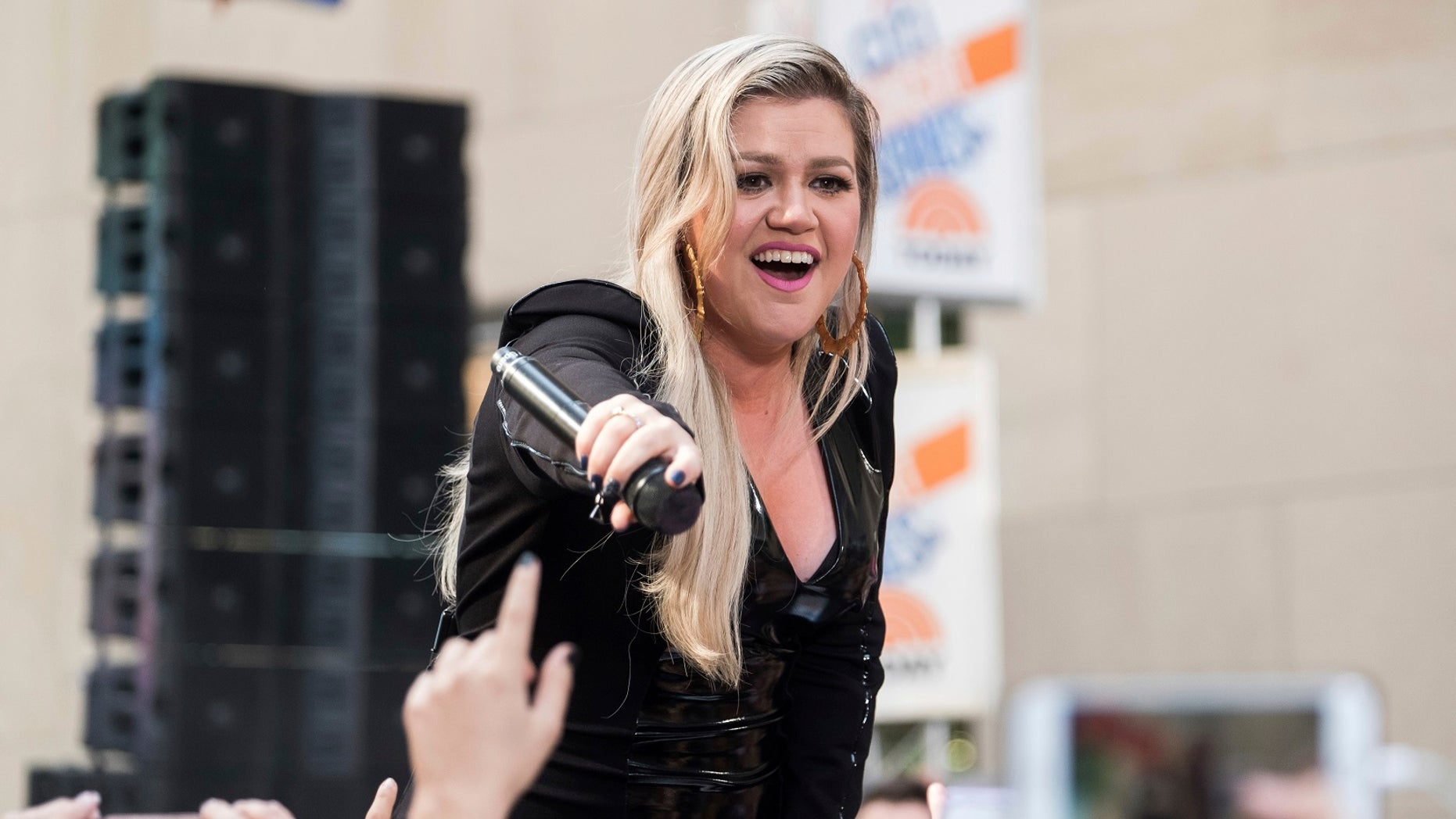 Kelly Clarkson recently lost 37 pounds.