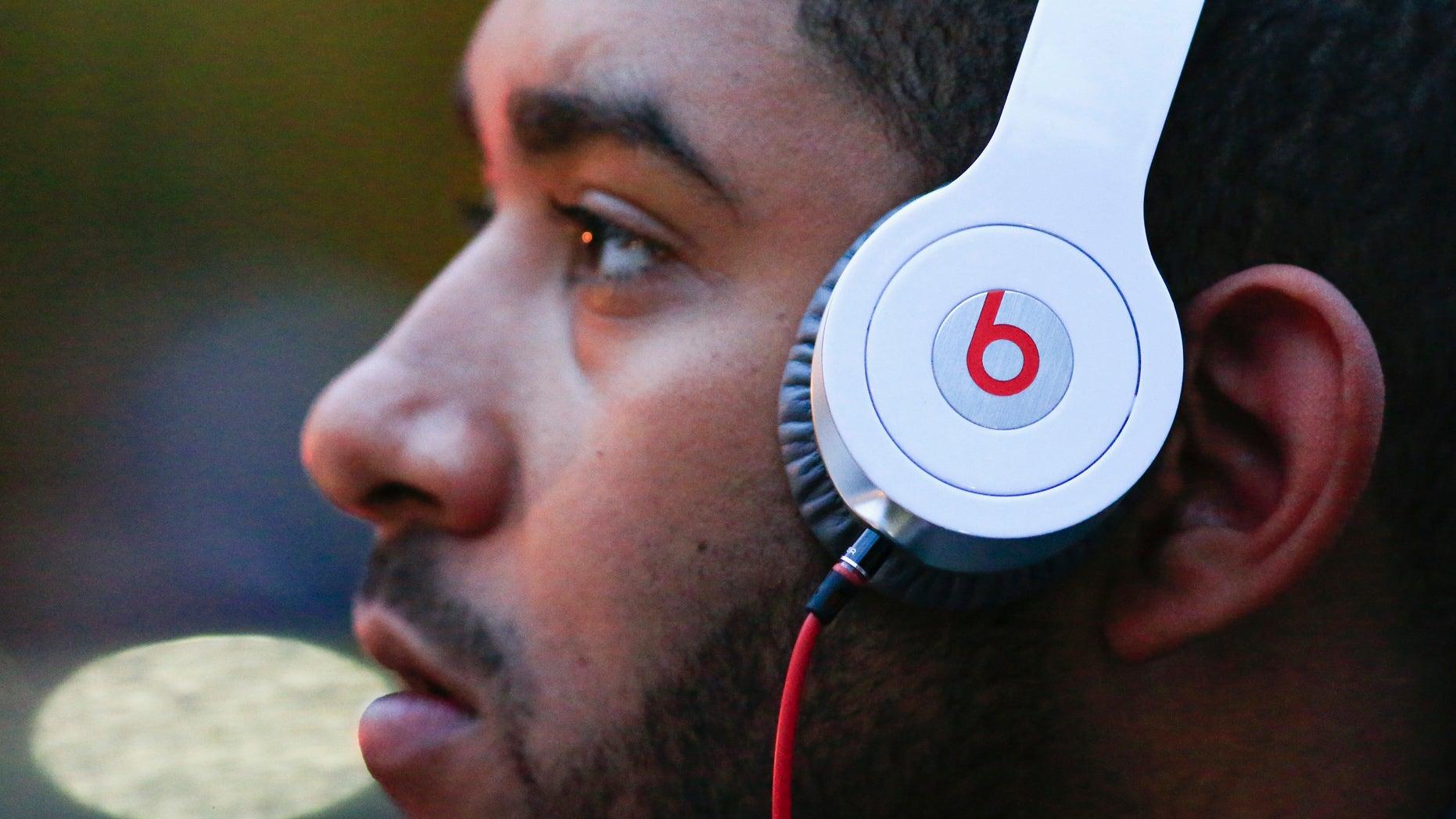 A man listens to Beats brand headphones on a street in New York, May 29, 2014. (REUTERS/Eduardo Munoz)