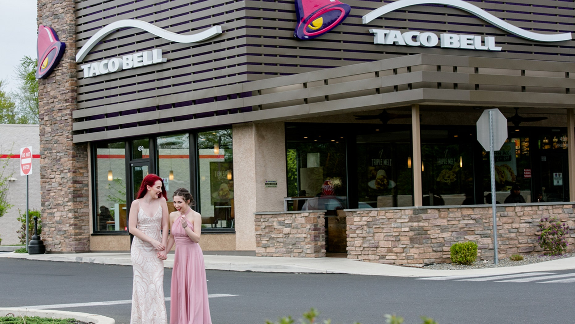 A Pennsylvania teen and her date decided to celebrate prom with a Taco Bell photo shoot.