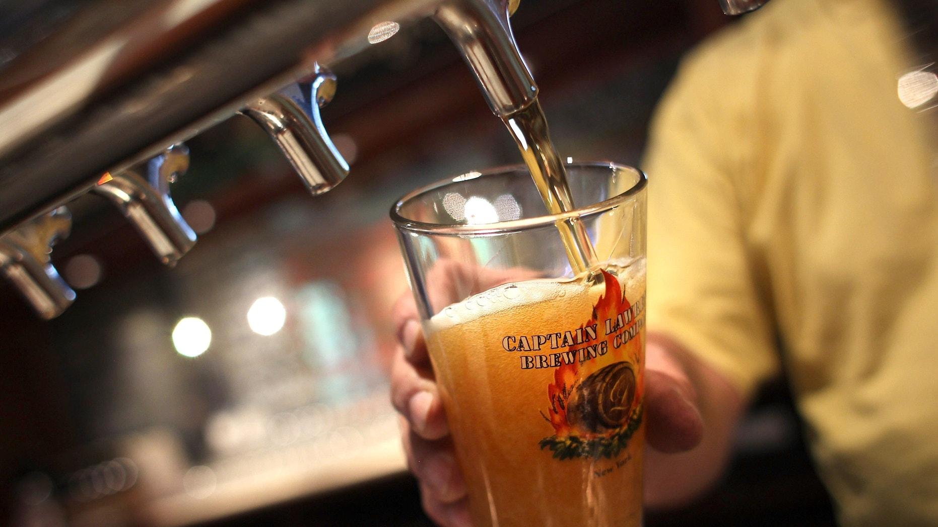 Moderate beer drinking boosts women's bones