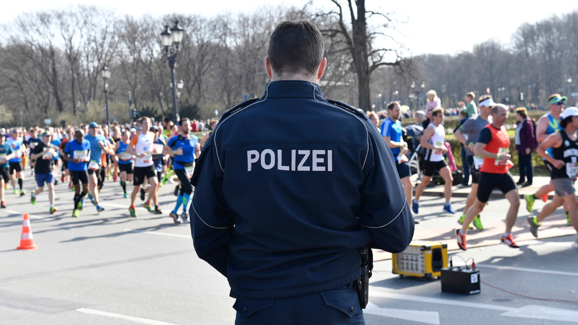 Police guard during the half marathon run in Berlin, Sunday, April 8, 2018. The German daily Die Welt is reporting that police have foiled a knife attack on a half-marathon in Berlin.