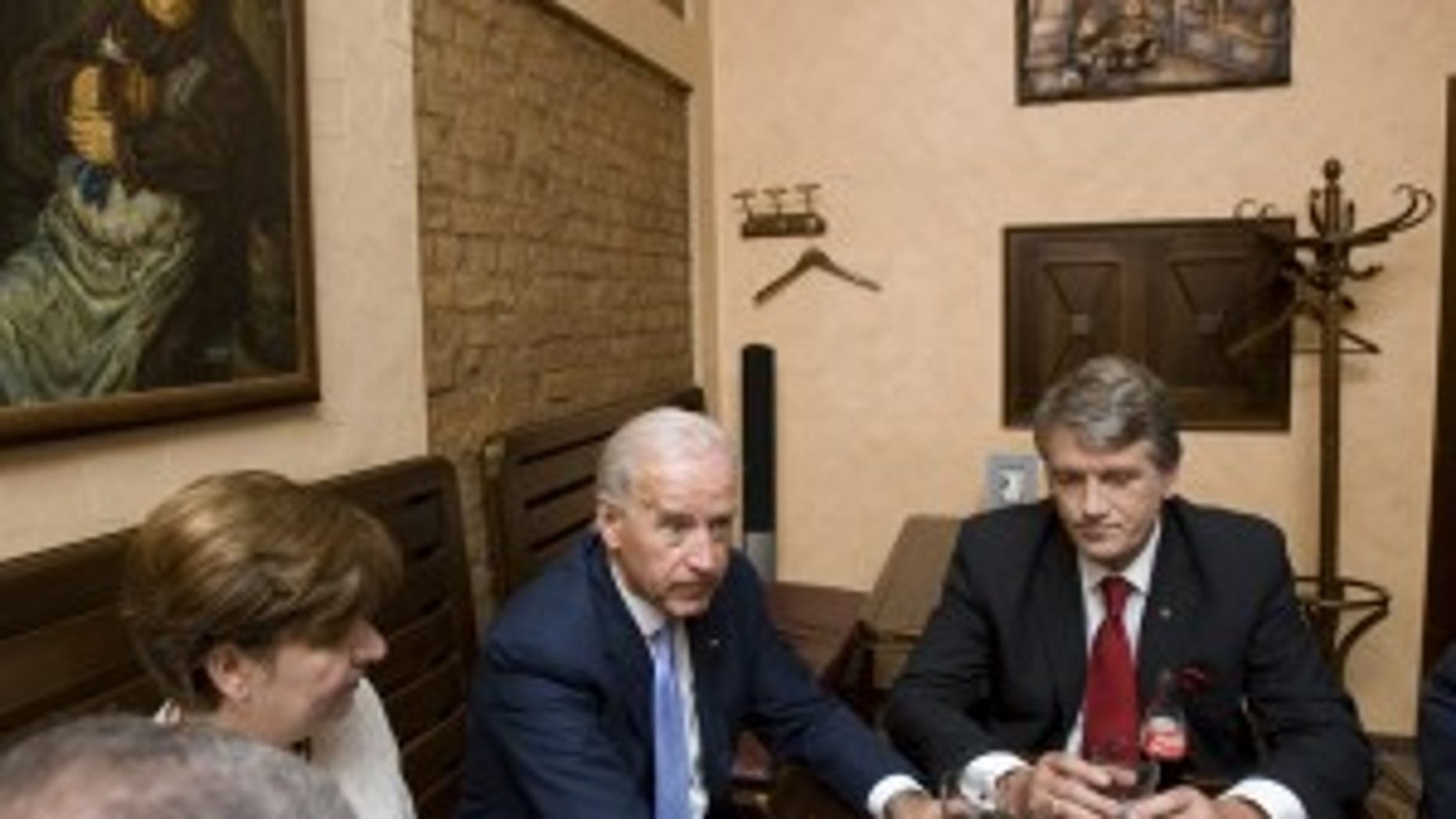 Ukrainian President Viktor Yushchenko, right, and U.S. Vice President Joe Biden speak at a pub in Kiev, Ukraine, Tuesday, July 21, 2009. Biden arrived in Ukraine for a three-day working visit. (AP Photo/Mykhailo Markiv)