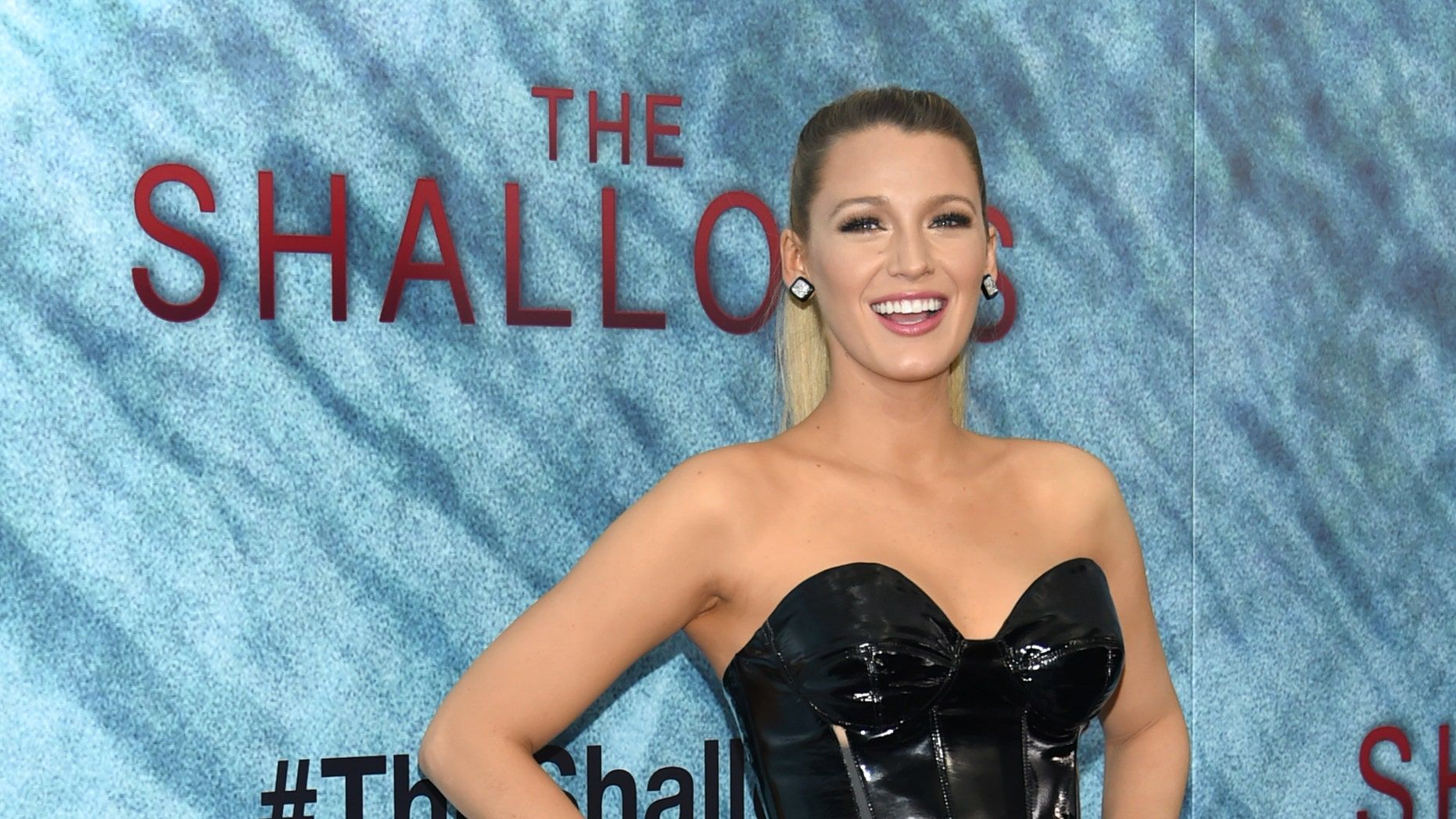 """Blake Lively attends the world premiere of """"The Shallows"""" at the AMC Loews Lincoln Square on Tuesday, June 21, 2016, in New York. (Photo by Evan Agostini/Invision/AP)"""