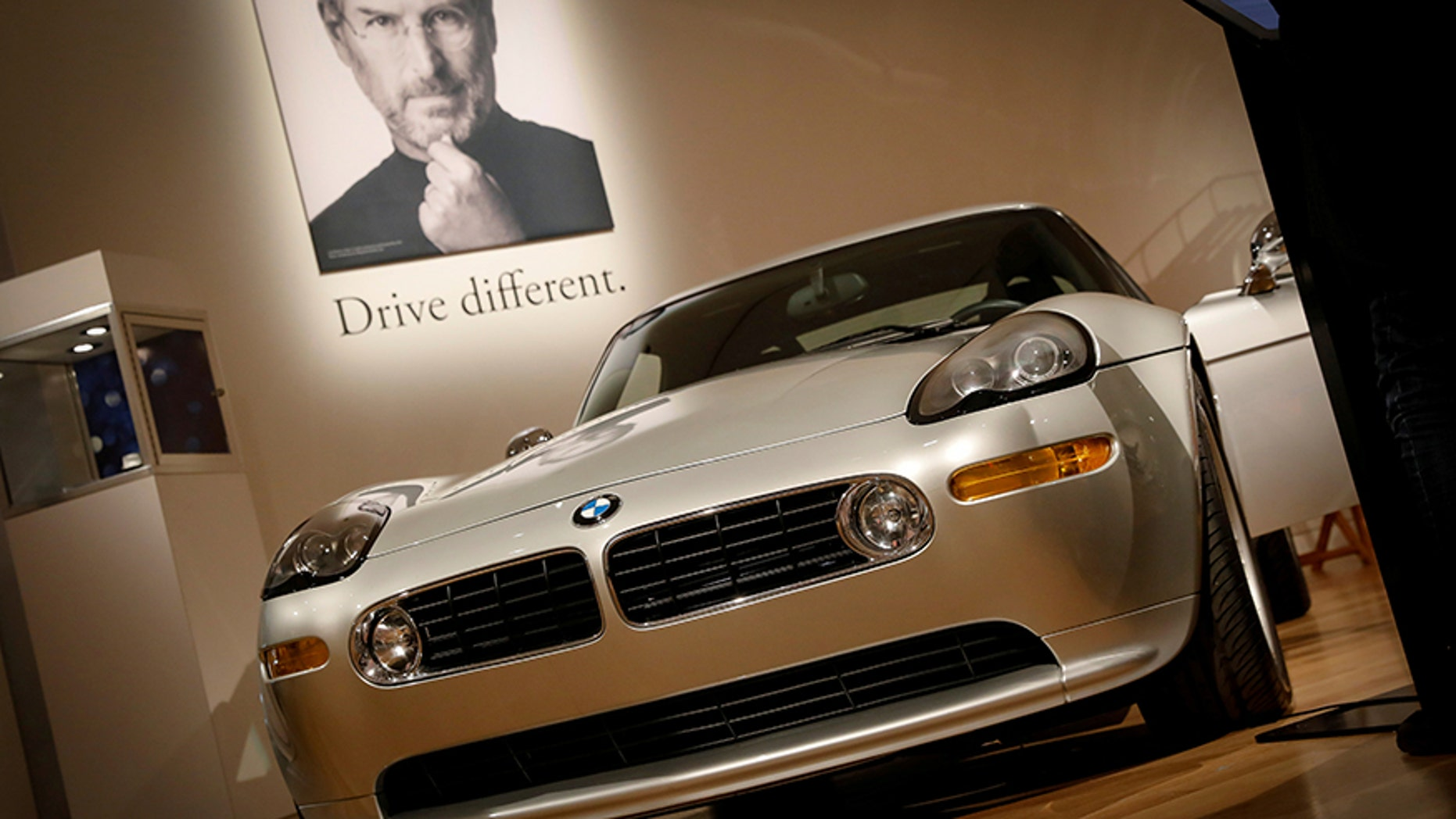 A 2000 BMW Z8 owned by Apple Founder Steve Jobs is displayed during a media preview for the 'RM Sotheby's Icons' sale at Sotheby's in New York, U.S., November 30, 2017. REUTERS/Brendan McDermid     TPX IMAGES OF THE DAY - RC1DE39368B0