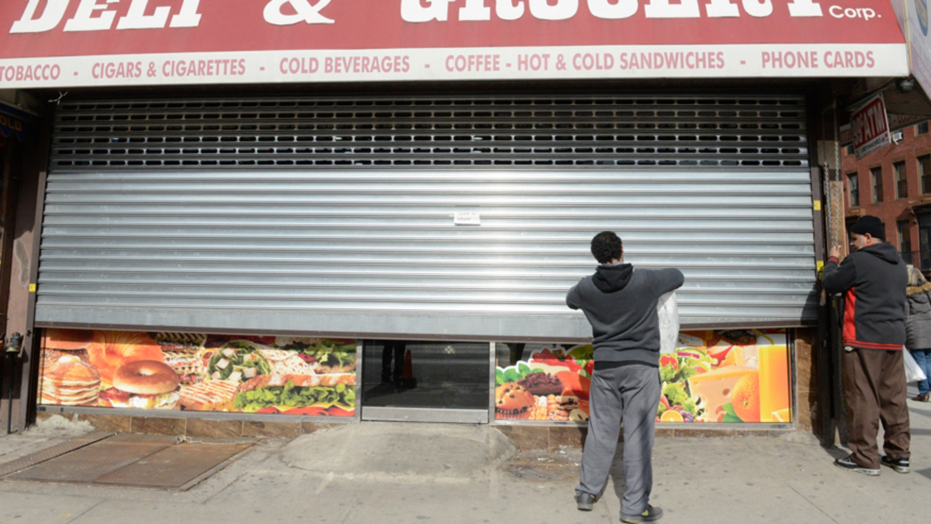 File photo: Two men close their bodega during a Yemeni protest against President Donald Trump's travel ban, in the Brooklyn borough of New York City, U.S. February 2, 2017. (REUTERS/Stephanie Keith)