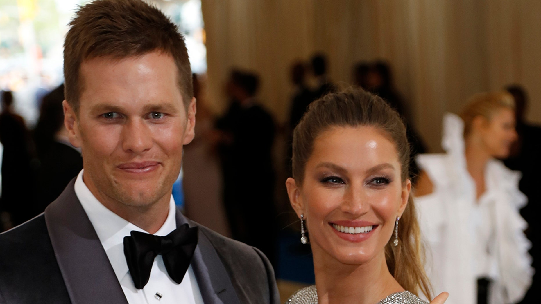 Metropolitan Museum of Art Costume Institute Gala - Rei Kawakubo/Comme des Garcons: Art of the In-Between - Arrivals - New York City, U.S. - 01/05/17 - Gisele Bundchen and husband, New England Patriots NFL quarterback Tom Brady. REUTERS/Lucas Jackson - HP1ED511RC0CW
