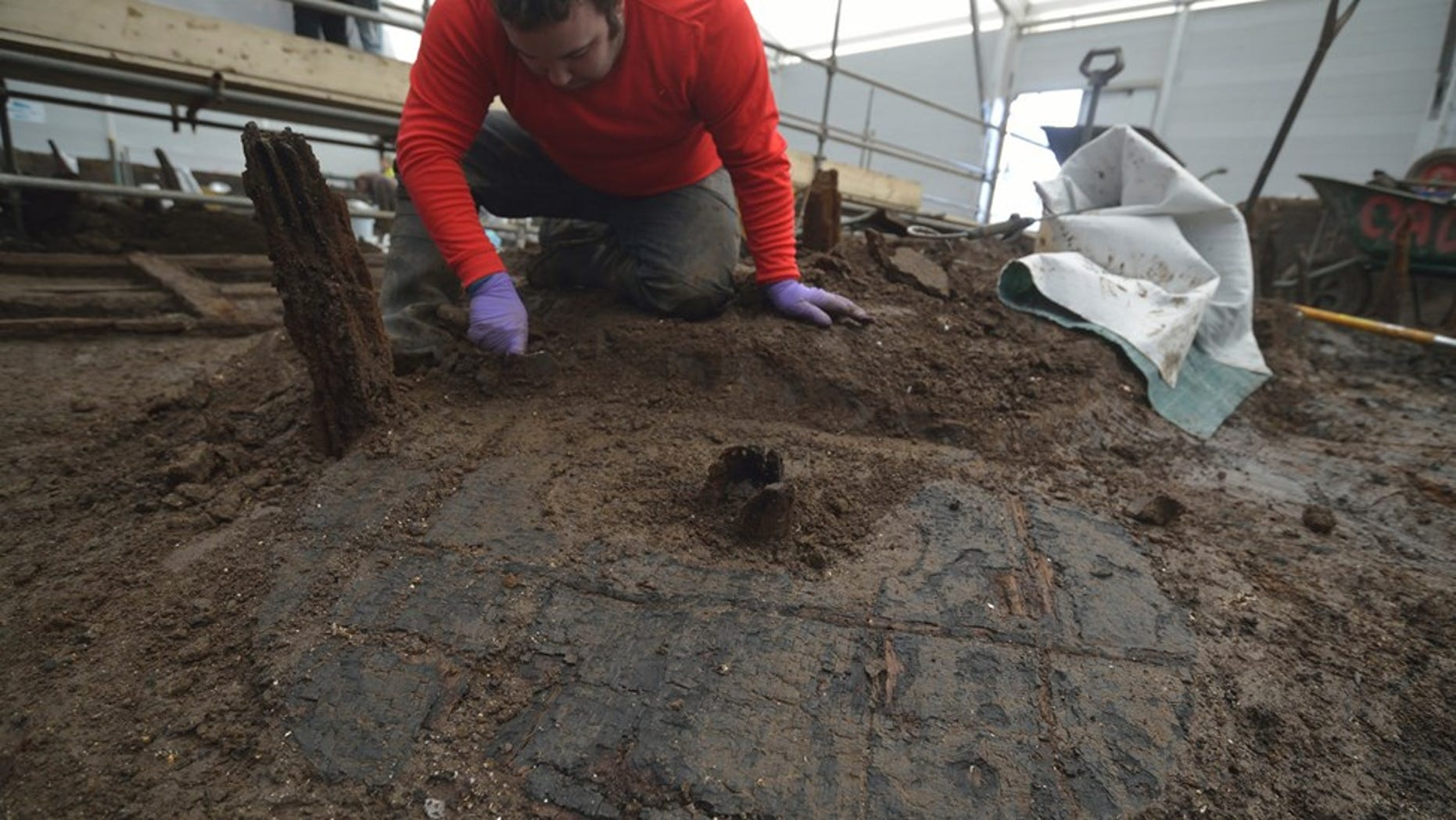 Excavation of Bronze Age Wheel at Must Farm, with hub clearly visible (© Cambridge Archaeological Unit)
