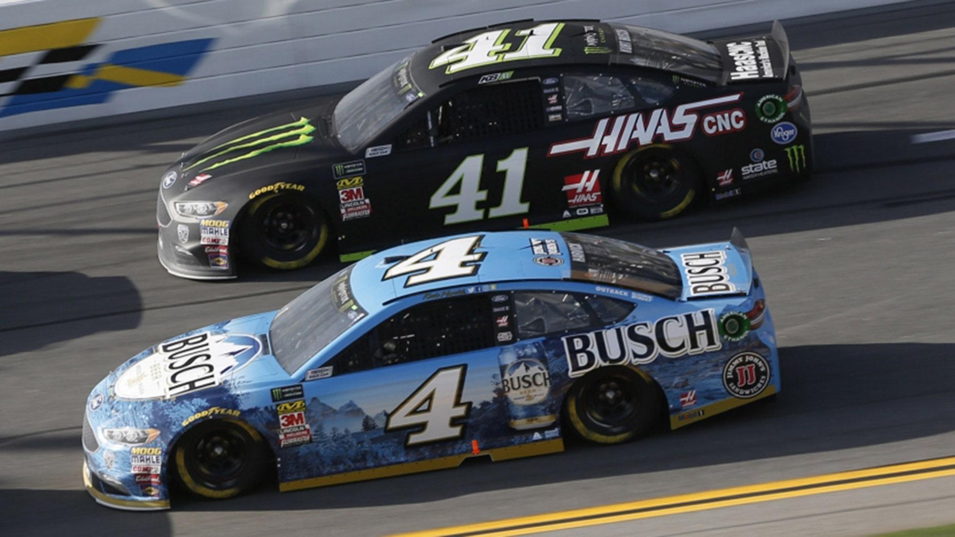 Kevin Harvick (4) battles Stewart-Haas teammate Kurt Busch in the Advance Auto Parts Clash