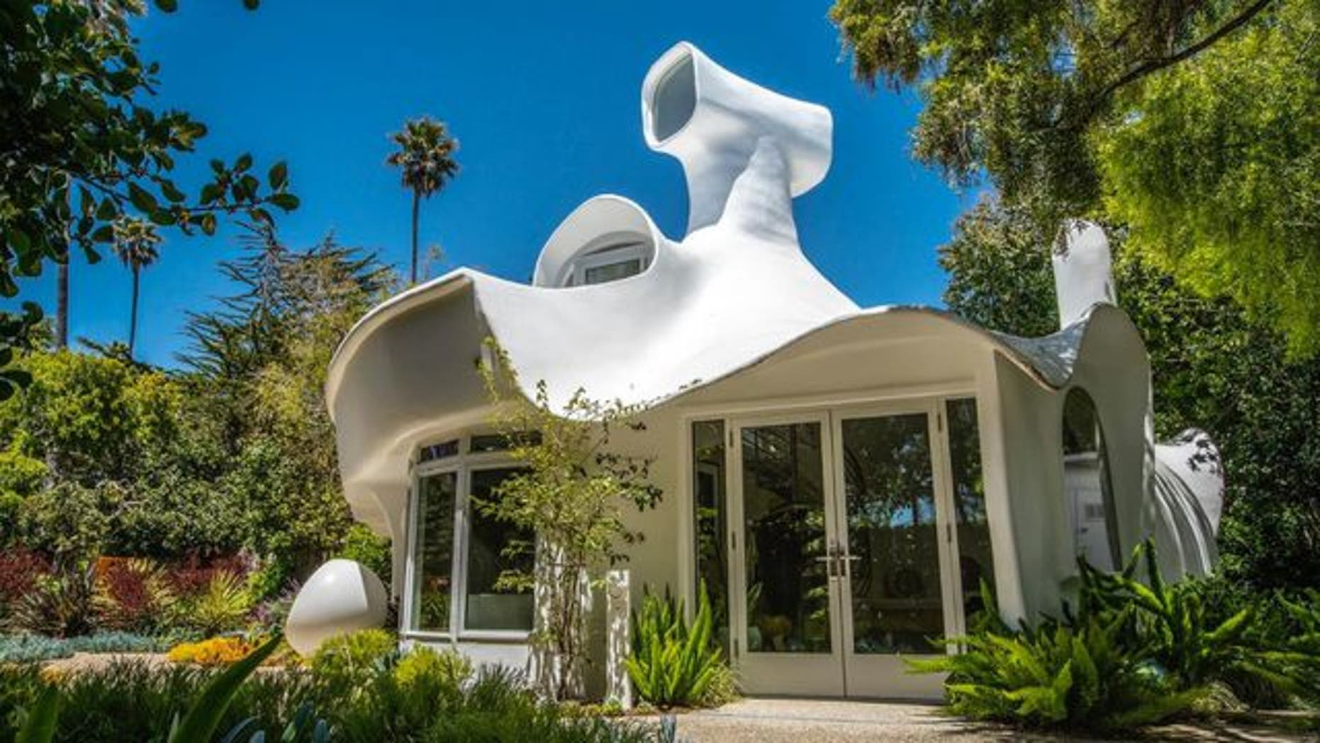 This sculpture house in California sits near the beach and is selling for $1.4 million.
