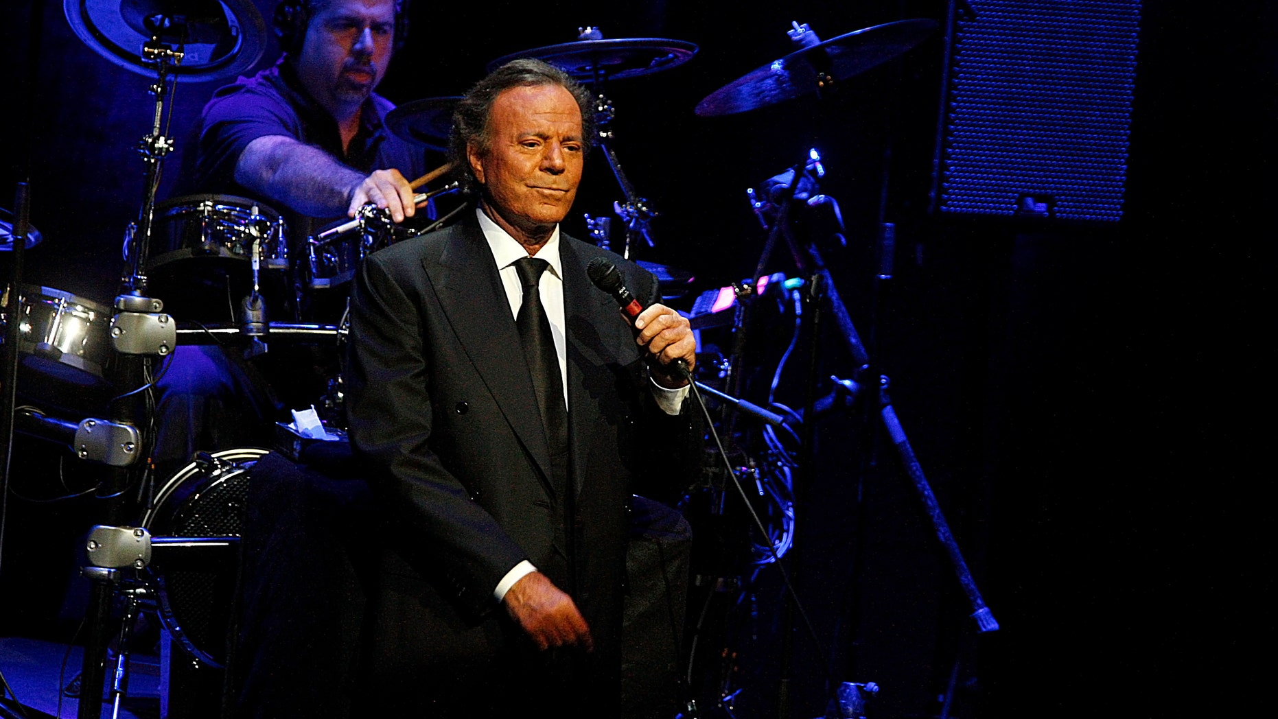 """BARCELONA, SPAIN - JULY 04:  Julio Iglesias performs """"Julio Iglesias In Concert At Gran Teatre del Liceu"""" on July 4, 2012. (Photo by Miquel Benitez/Getty Images)"""