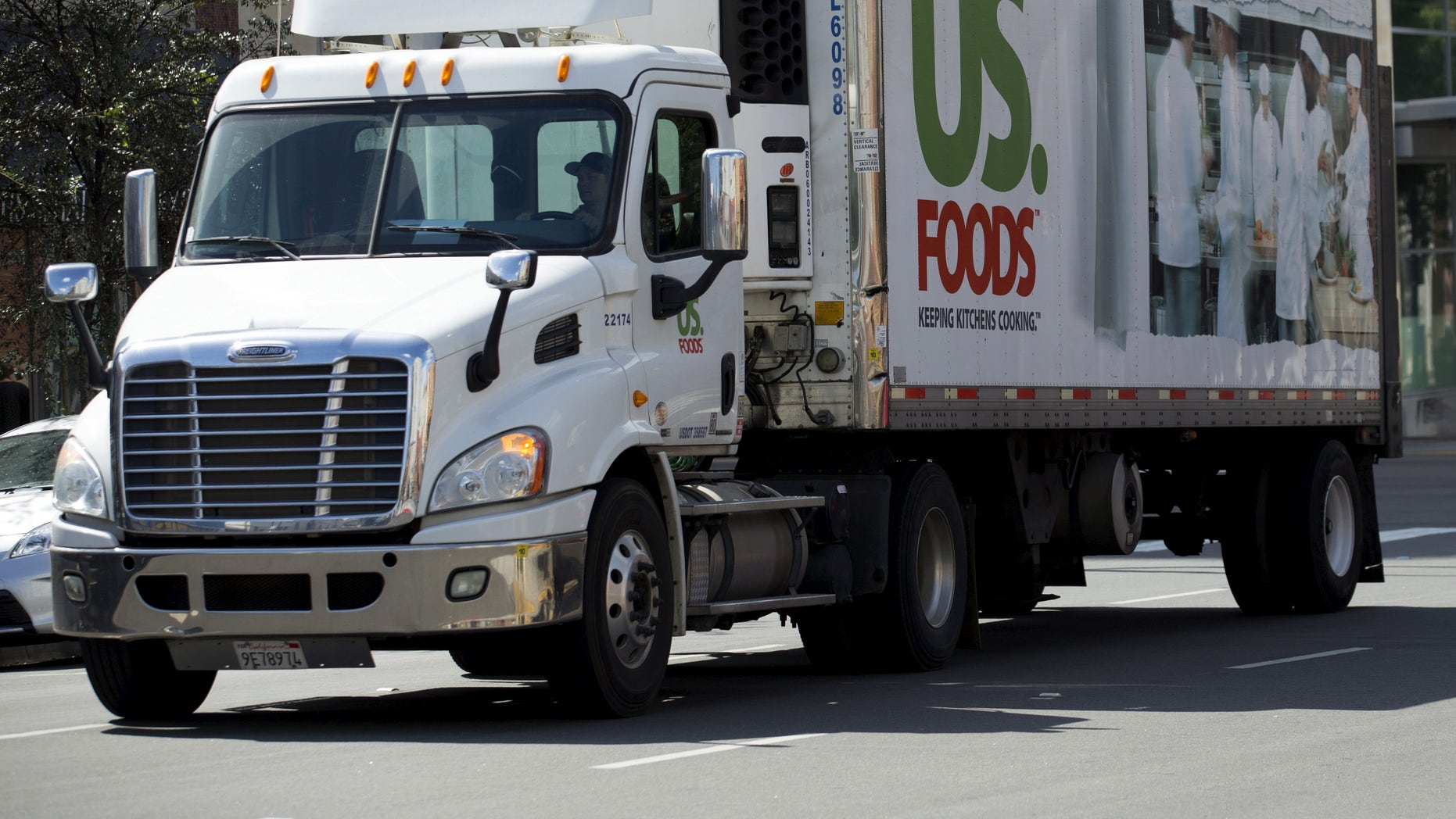 """A US Foods delivery truck in San Diego. Members of Congress may soon consider a proposal to allow a 5-foot extension to 28-foot less-than-truckload (LTL) twin trailers, also known as """"twin 28s."""""""