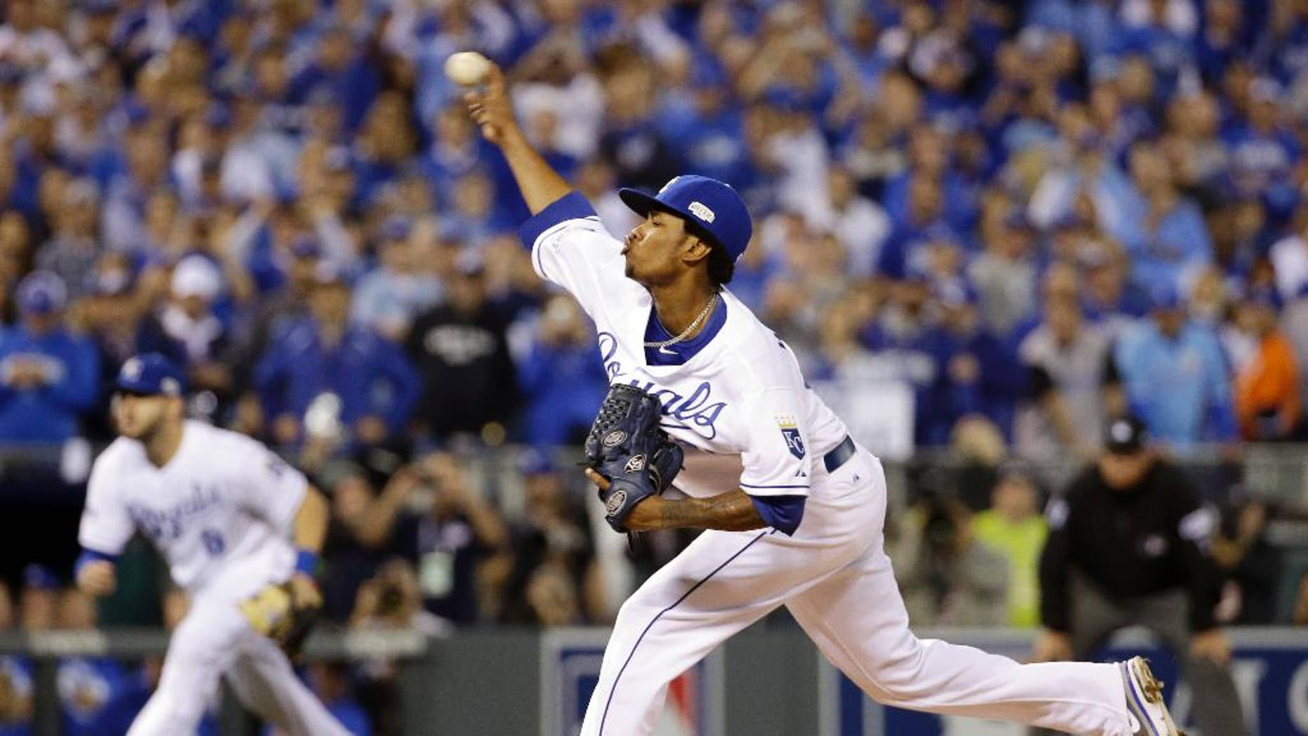 Kansas City Royals pitcher Yordano Ventura throws during the first inning of Game 2 of baseball's World Series against the San Francisco Giants Wednesday, Oct. 22, 2014, in Kansas City, Mo. (AP Photo/David J. Phillip)