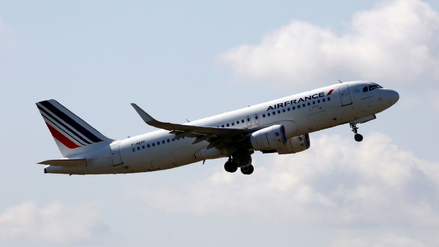 File photo - An Air France Airbus A320 aircraft takes off at the Charles de Gaulle airport in Roissy, France, Aug. 9, 2016. (REUTERS/Jacky Naegelen)