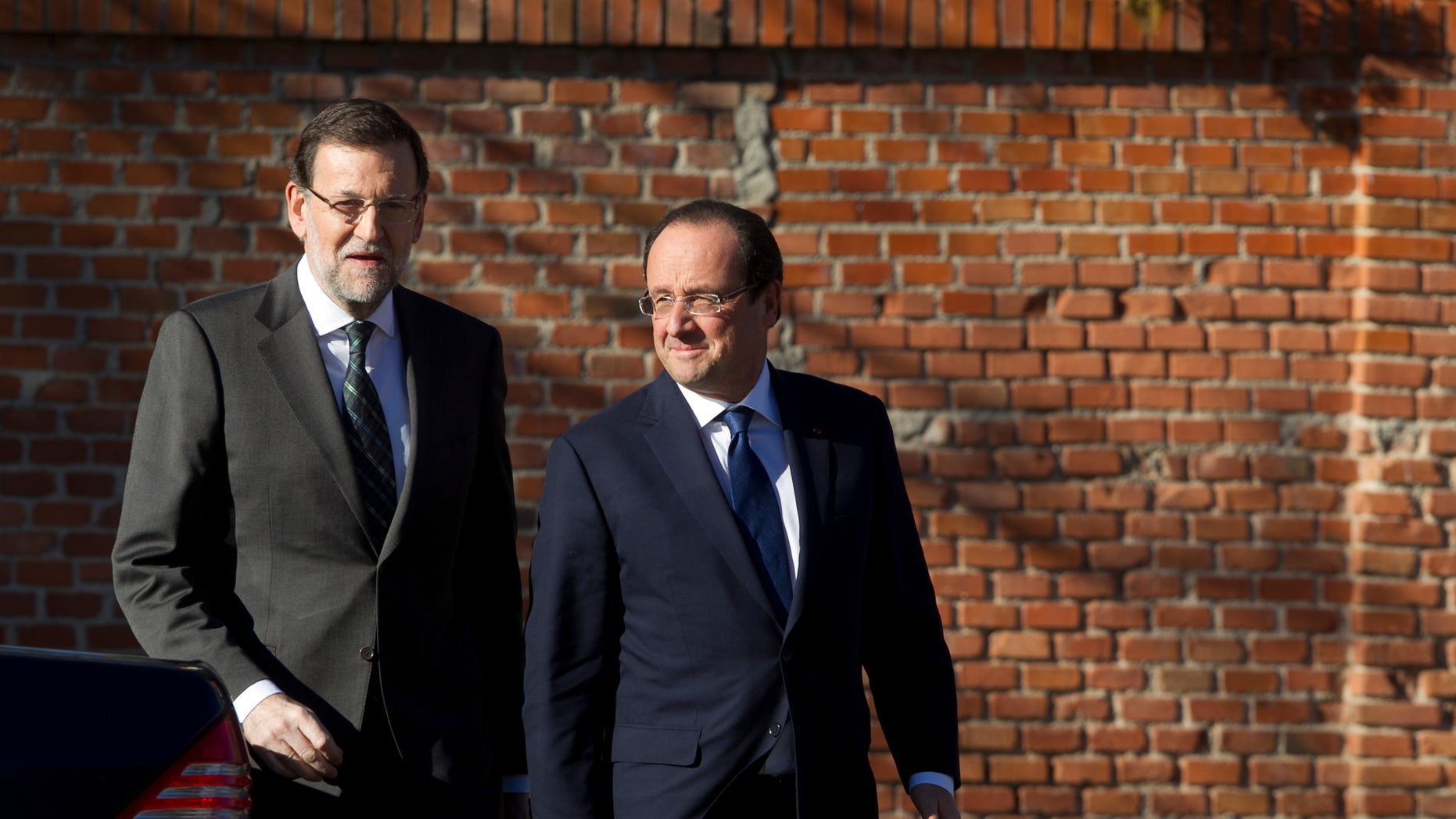 Spain's Prime Minister Mariano Rajoy, left, welcomes French President Francois Hollande before a meeting at the Moncloa Palace in Madrid, Spain, Wednesday, Nov.  27, 2013. Rajoy is holding talks with French President Francois Hollande as part of a bilateral summit. (AP Photo/Gabriel Pecot)