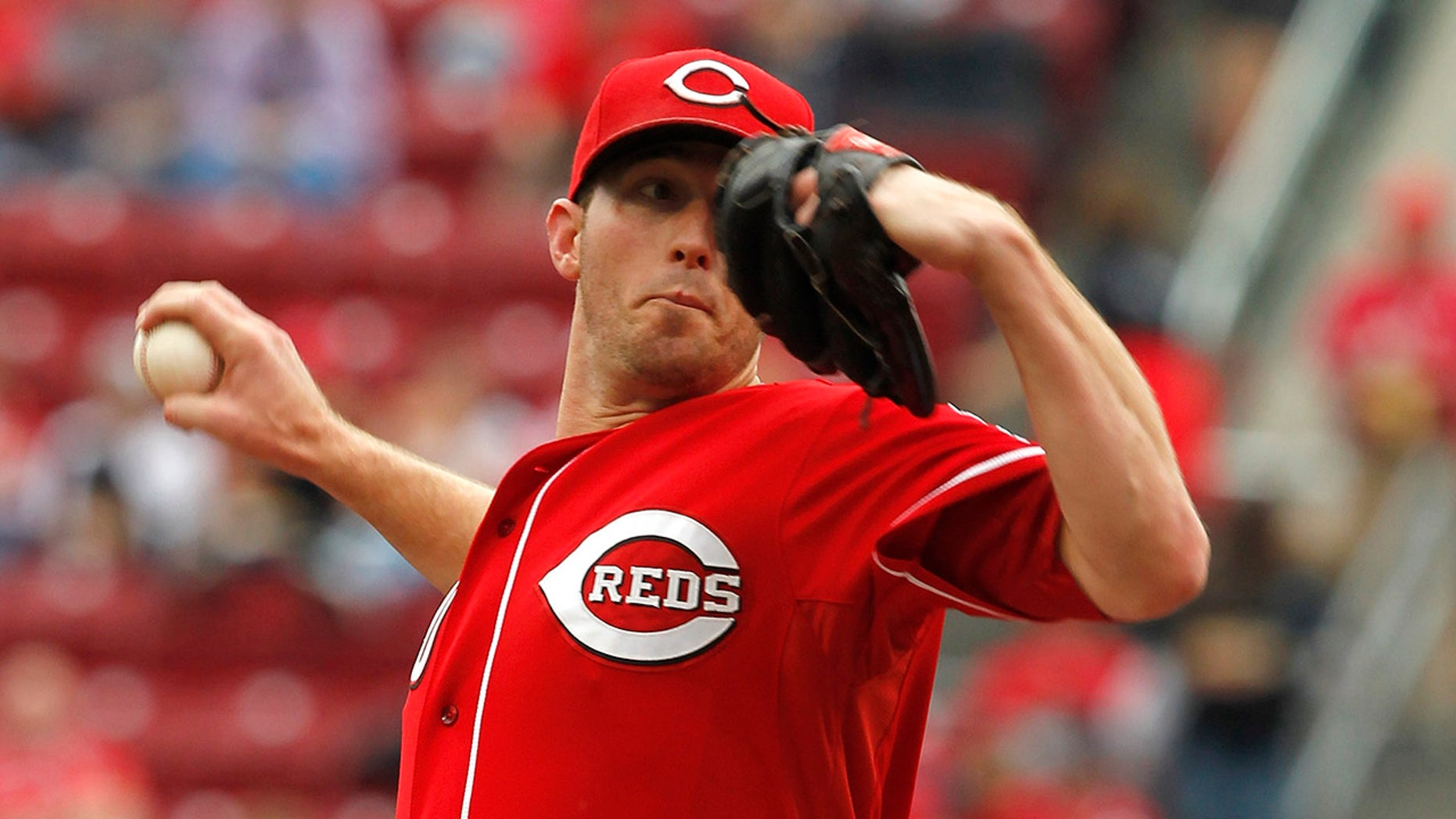 Cincinnati Reds starting pitcher Greg Reynolds (40) delivers a pitch to the Pittsburgh Pirates during the first inning of their MLB National League baseball game at Great American Ball Park in Cincinnati.