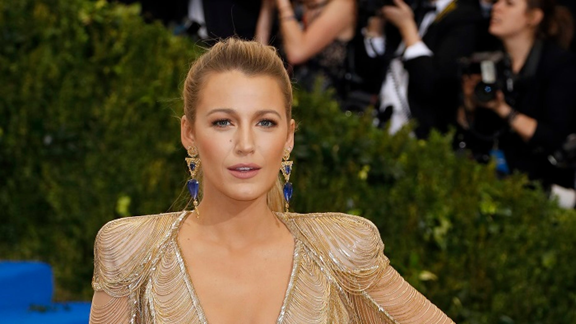 Metropolitan Museum of Art Costume Institute Gala - Rei Kawakubo/Comme des Garcons: Art of the In-Between - Arrivals - New York City, U.S. - 01/05/17 - Blake Lively. REUTERS/Lucas Jackson - HP1ED520570YK