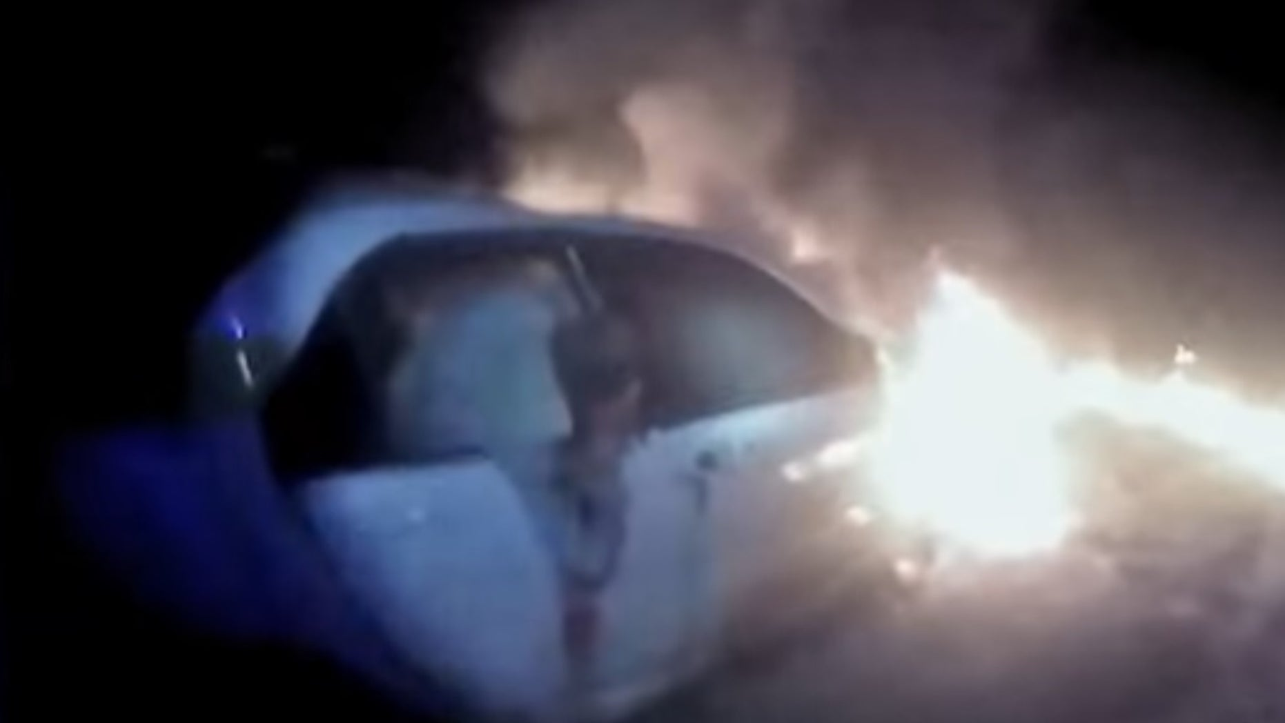 Video footage as the officer ran up to the burning car.