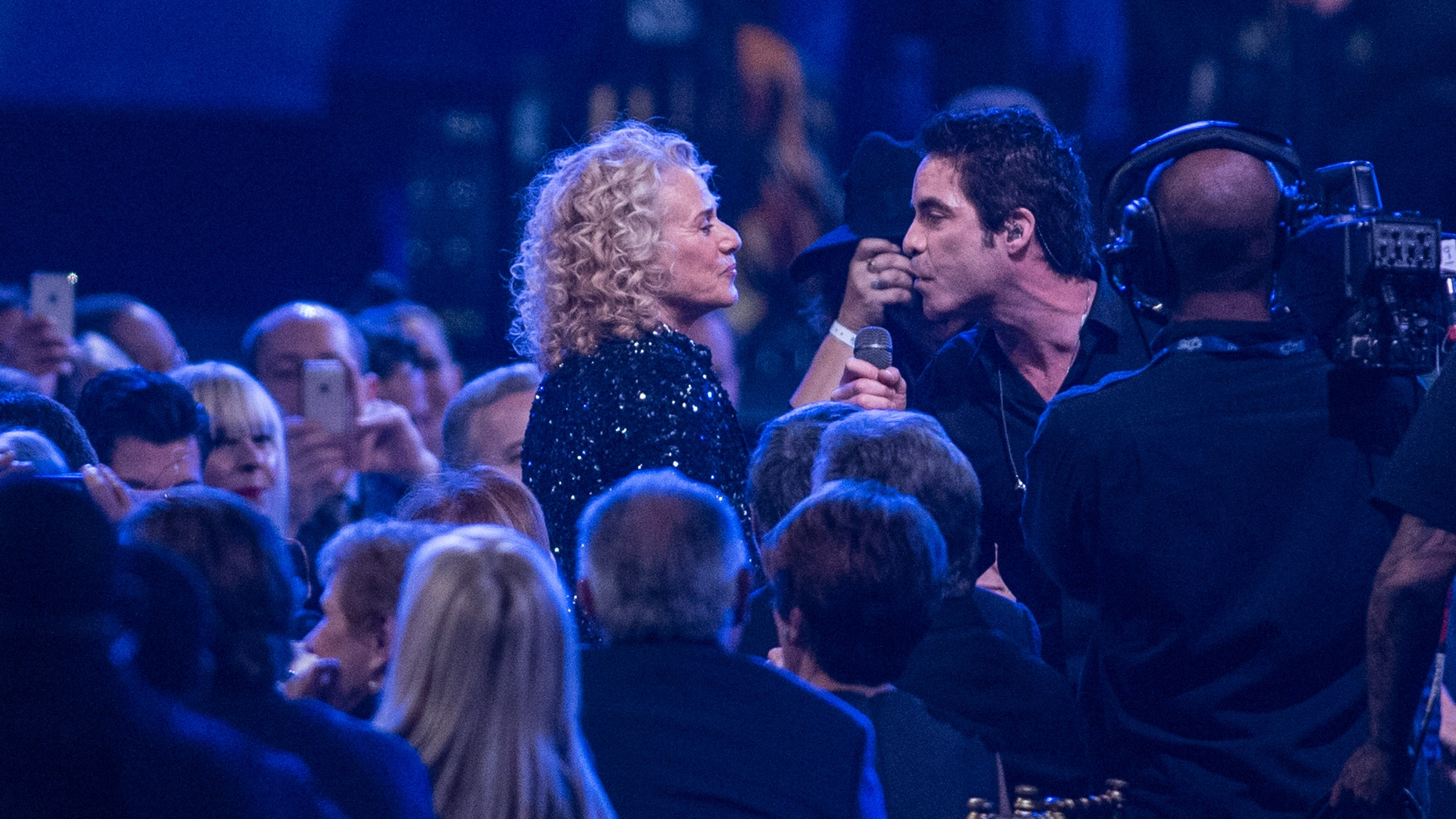 Jan. 24 2014. Pat Monahan of Train sings to Carole King at the MusiCares 2014 Person of the Year Tribute in Los Angeles.