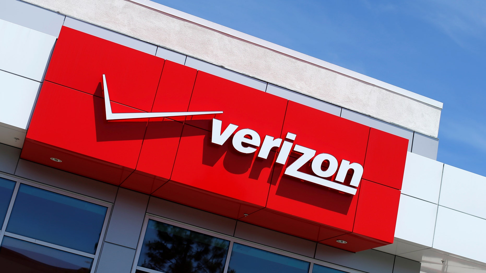 File photo: The trademark of Dow Jones Industrial Average batch marketplace index listed association Verizon is seen during a sell store in San Diego, California Apr 21, 2016. (REUTERS/Mike Blake)