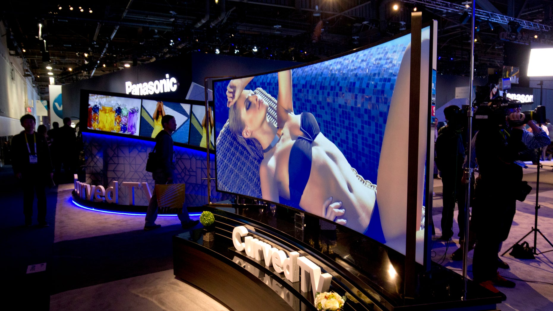 A 105-inch, curved 5K LED TV by Haier is displayed during the 2015 International Consumer Electronics Show (CES) in Las Vegas, Nevada January 6, 2015. REUTERS/Steve Marcus (UNITED STATES - Tags: SCIENCE TECHNOLOGY BUSINESS) - RTR4KANN
