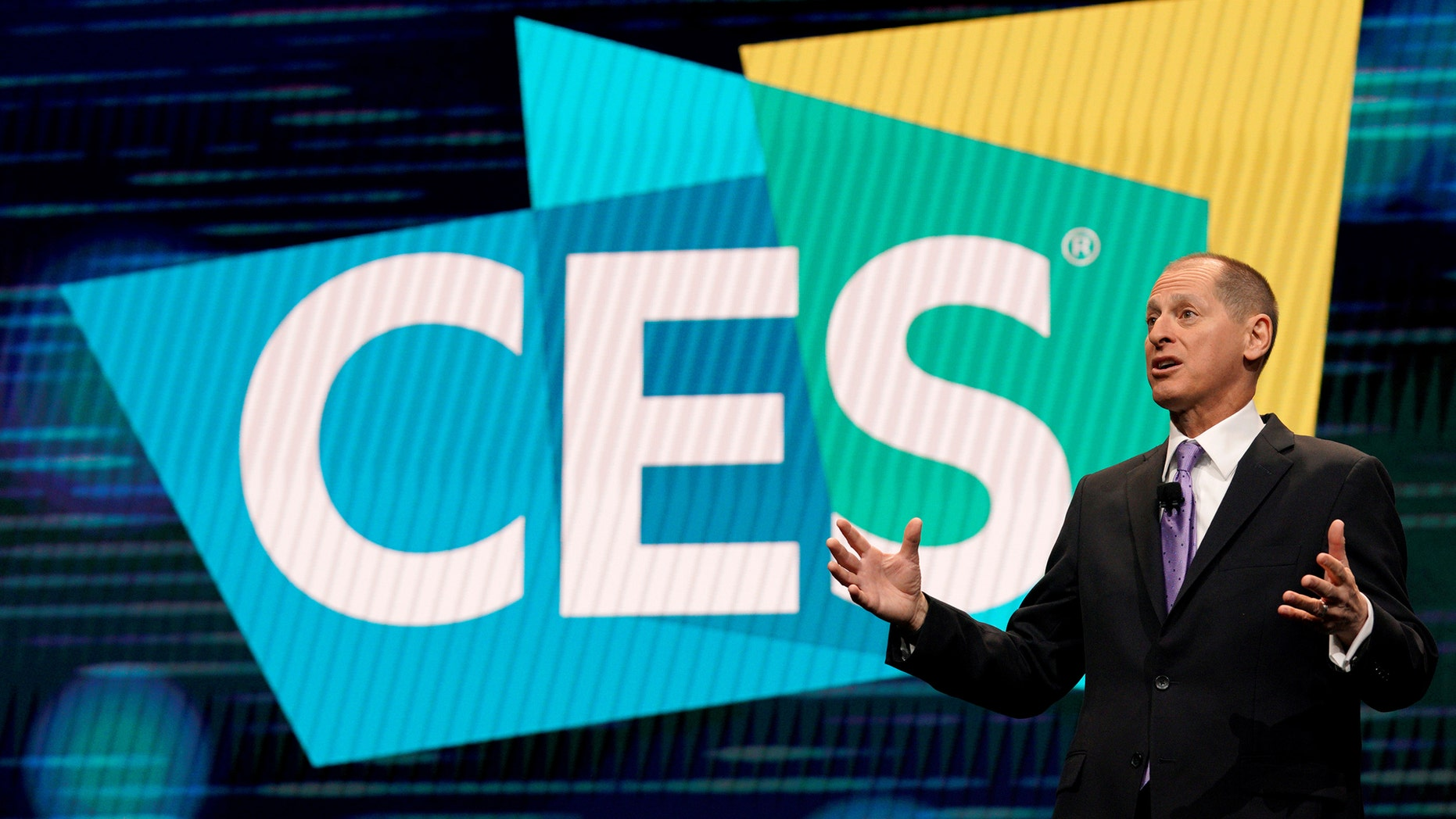 Gary Shapiro, CEO of the Consumer Technology Association, speaks at CES in Las Vegas, Nevada, U.S. Jan. 9, 2018. (REUTERS/Rick Wilking)