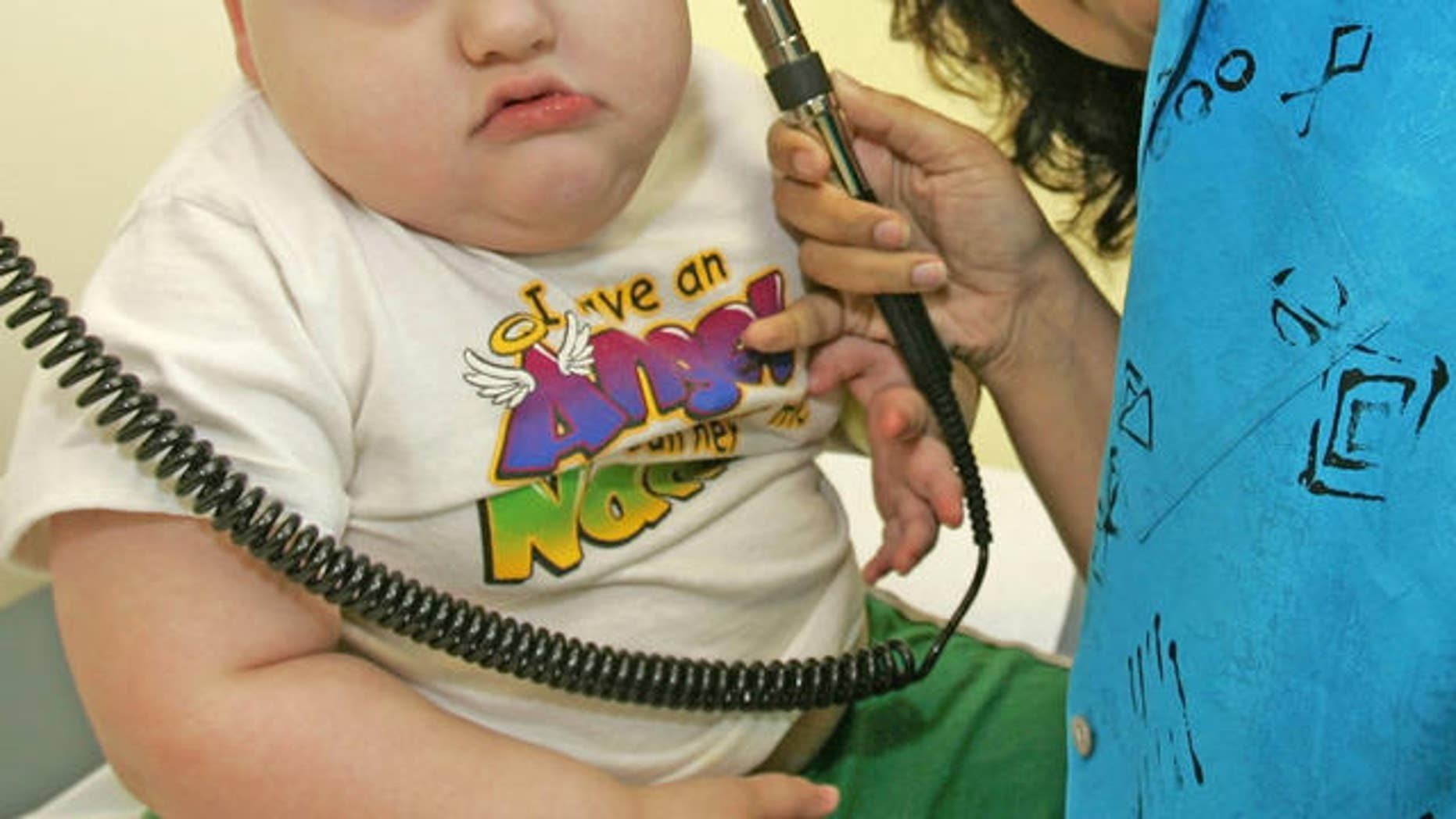** ADVANCE FOR MONDAY, MAY 29 ** Damon Diamond, 2, of Bryant, Ark., is examined by Dr. Samiya Razzaq at an Arkansas Children's Hospital clinic Friday, May 26, 2006, in Little Rock, Ark. Two years after Arkansas instituted first-in-the-nation obesity testing for public school students, data shows that the percentage of overweight children remains the same, but at least it's not going up. (AP Photo/Danny Johnston)