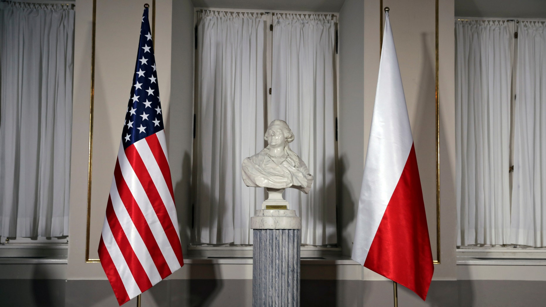 File photo: A bust of Polish composer Frederic Chopin is flanked by U.S. and Polish flags ahead of the meeting between U.S. President Donald Trump and Polish President Andrzej Duda in Warsaw, Poland July 6, 2017. (REUTERS/Carlos Barria)