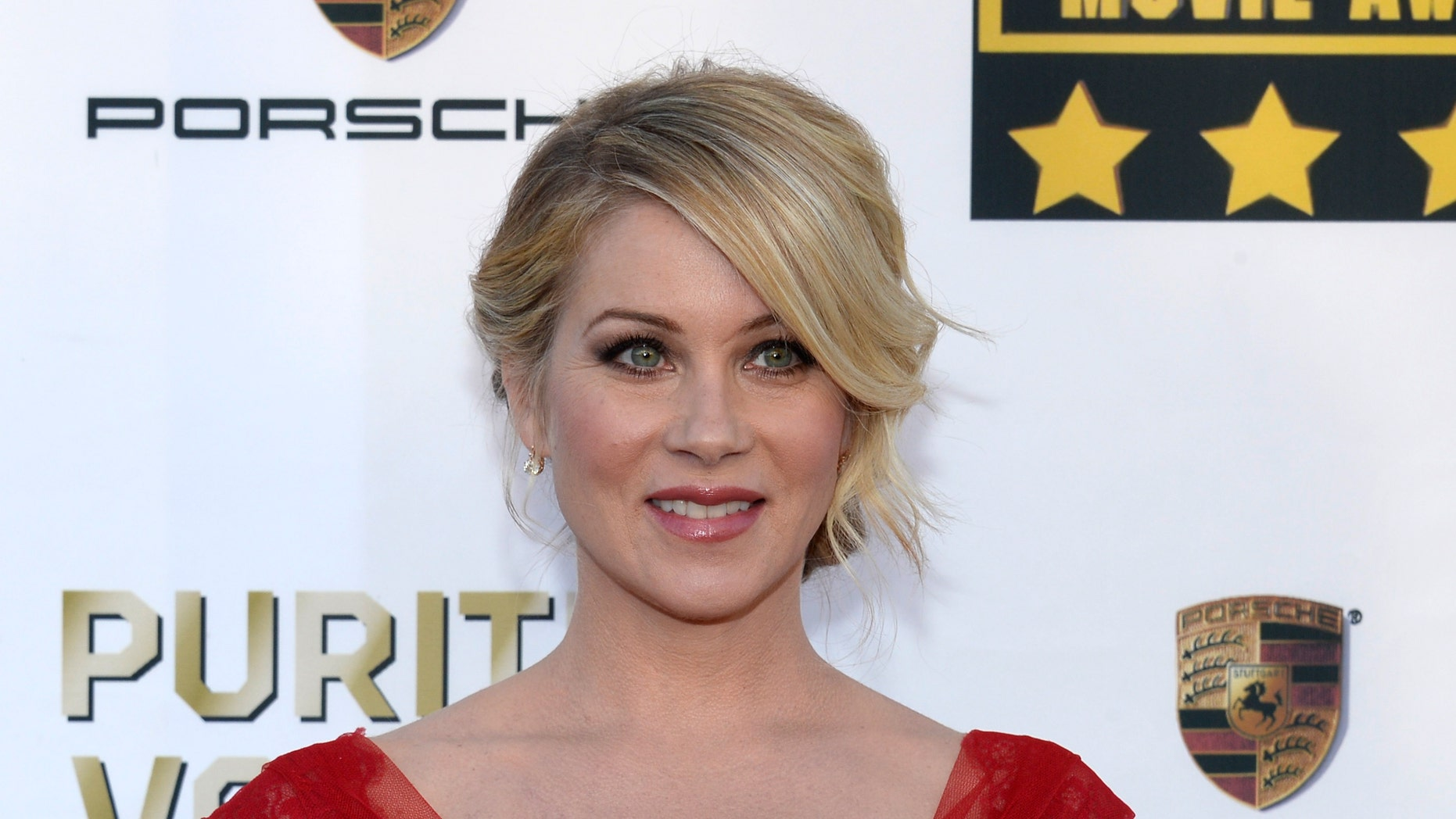 Actress Christina Applegate arrives at the 19th annual Critics' Choice Movie Awards in Santa Monica, California January 16, 2014.    REUTERS/Kevork Djansezian (UNITED STATES  - Tags: ENTERTAINMENT)  (CRITICSCHOICE-ARRIVALS) - RTX17HD2